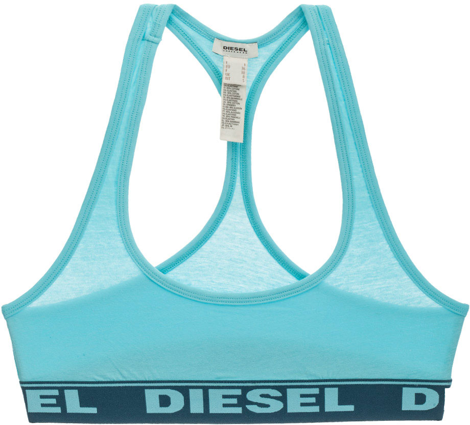 Топ-бра Diesel, цвет: голубой. 00SRFV-0HAFK/889. Размер XXS (38/40)00SRFV-0HAFK/889Спортивный топ-бра Diesel изготовлен из хлопка с добавлением эластана. Модель имеет глубокий вырез квадратной формы и спинку-борцовку. Эластичный кант и резинка внизу топа не стесняют движений, обеспечивая максимальный комфорт. Модель выполнена в однотонном дизайне, а резинка дополнена крупной надписью с названием бренда. Такой топ идеален для занятий фитнесом и йогой.