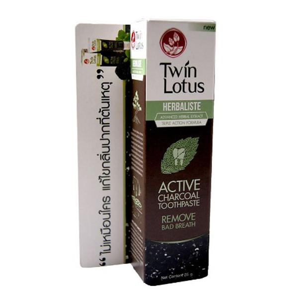 Twin Lotus Зубная паста угольная Active Charcoal, 25 г135Черного цвета, состоитна 94,14% из натуральных компонентовиобладает тройным действием: активированный уголь эффективно удаляет зубной налет и зубной камень; гвоздичное масло и гуава борются с появлением бактерий, являющихся причиной образования налета; устраняет запах изо рта, в том числе после курения, обладает отбеливающими свойствами,предотвращает стирание эмали и возникновение микротрещин. Щадящая формула зубной пасты подходит для чувствительных зубов иприкровоточивостидесен.