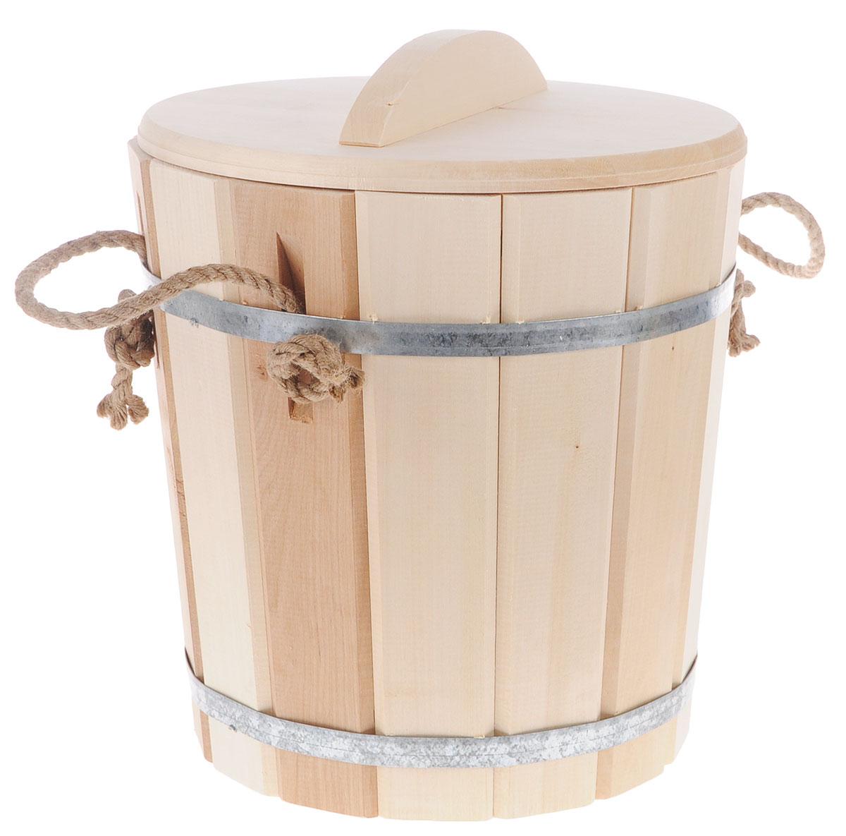 Ведро Банные штучки, с пластиковой вставкой , с крышкой, 10 л03710Деревянное ведро Банные штучки является одной из тех приятных мелочей, без которых не обойтись при принятии банных процедур. Внутренняя поверхность имеет пластиковую вставку. Для удобства использования ведро оснащено деревянной крышкой и ручкой из веревки.Ведро прекрасно подойдет для обливания, замачивания веника или других банных процедур.Интересная штука - баня. Место, где одинаково хорошо и в компании, и в одиночестве. Перекресток, казалось бы, разных направлений - общение и здоровье. Приятное и полезное. И всегда в позитиве. Характеристики:Материал: дерево (липа), металл, пластик. Объем: 10 л. Диаметр основания ведра: 24 см. Диаметр ведра по верхнему краю: 27,5 см. Высота стенок ведра: 29 см. Размер упаковки: 32 см х 32 см х 37 см. Артикул: 03710.