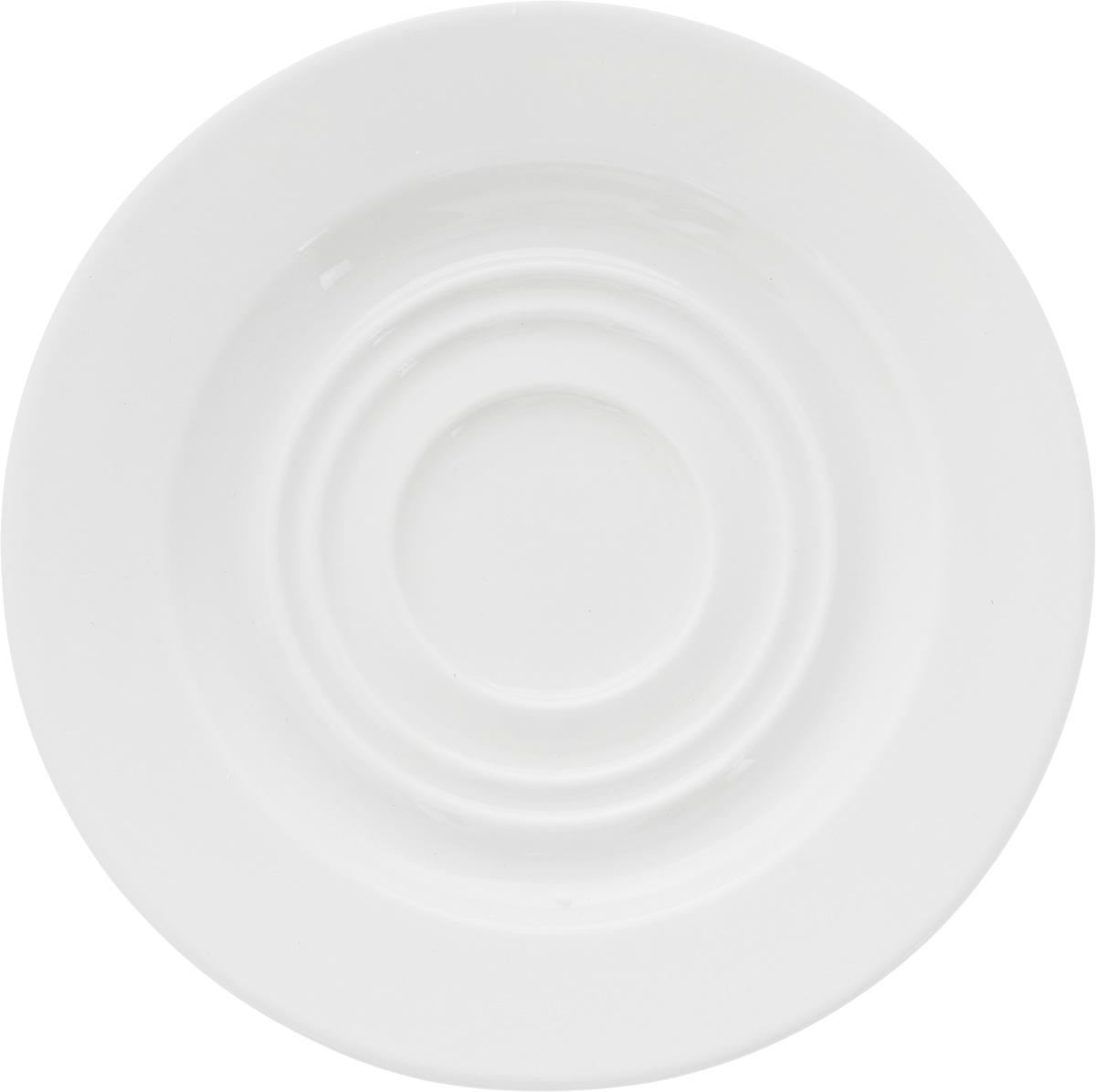 """Оригинальное блюдце Ariane """"Прайм"""" изготовлено из фарфора с глазурованным покрытием. Изделие сочетает в себе классический дизайн с максимальной функциональностью. Блюдце прекрасно впишется в интерьер вашей кухни и станет достойным дополнением к кухонному инвентарю. Можно мыть в посудомоечной машине и использовать в микроволновой печи.  Диаметр блюдца (по верхнему краю): 14,5 см.  Высота блюдца: 2 см."""