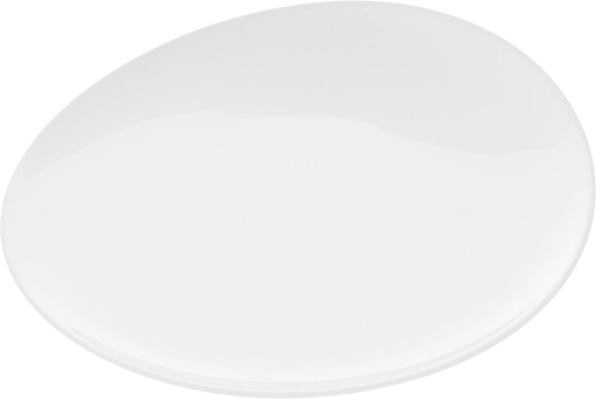 """Оригинальная тарелка Ariane """"Коуп"""" изготовлена из высококачественного фарфора с глазурованным покрытием и имеет приподнятый край. Изделие круглой формы идеально подходит для сервировки закусок и других блюд. Такая тарелка прекрасно впишется в интерьер вашей кухни и станет достойным дополнением к кухонному инвентарю. Можно мыть в посудомоечной машине и использовать в микроволновой печи. Диаметр тарелки (по верхнему краю): 21 см. Максимальная высота тарелки: 3 см."""