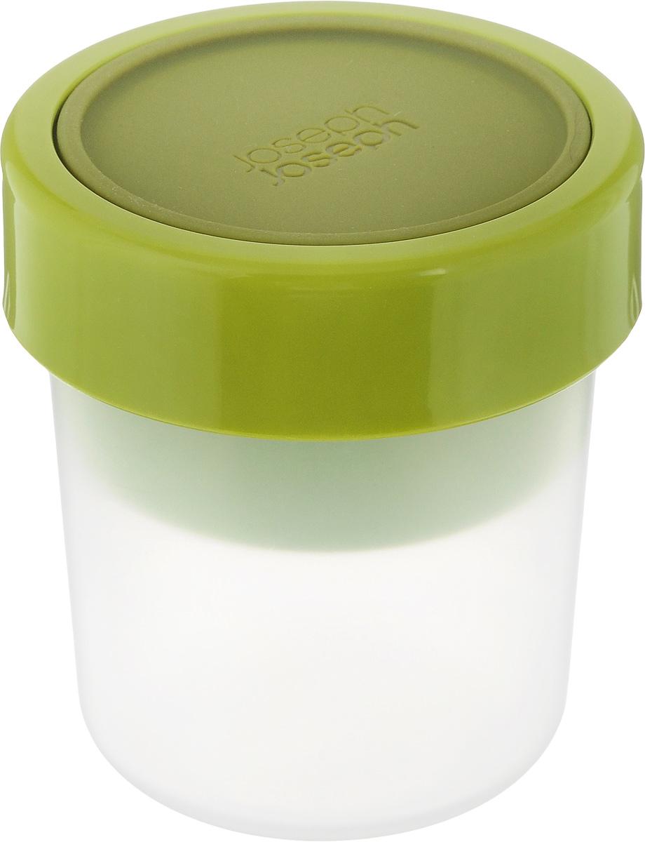 Ланч-бокс Joseph Joseph GoEat, компактный81025Ланч-бокс Joseph Joseph GoEat, выполненный из высококачественного полипропилена, состоит из двух емкостей, силиконовой крышки и фиксирующего кольца. Такой ланч-бокс позволяют переносить составляющие перекуса в раздельных герметичных секциях. В нем можно перевозить самые разные продукты: от йогурта с гранолой до овощей с соусами. Он идеален для пикников и обедов навынос.Крышка и фиксирующее кольцо надежно защитят содержимое от протекания. В пустом состоянии обе части ланч-бокса компактно складываются одна в другую, чтобы сэкономить место в вашей сумке.Ланч-бокс подходит не только для разогрева пищи, но и для заморозки. Можно мыть в посудомоечной машине. Размер емкости на 240 мл: 8 х 8 х 8 см.Размер емкости на 100 мл: 7 х 7 х 4 см.Размер ланч-бокса в первом варианте сборки: 8,5 х 8,5 х 12,5 см.Размер ланч-бокса во втором варианте сборки: 8,5 х 8,5 х 9,5 см.