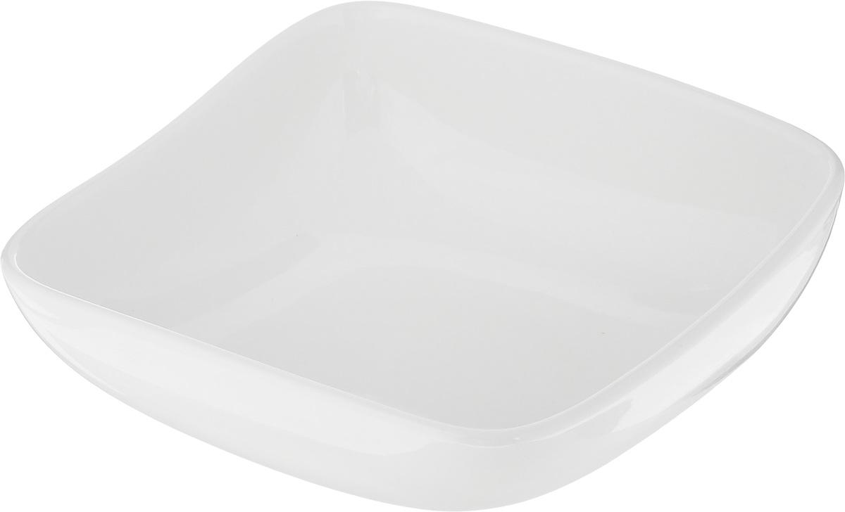 """Салатник Ariane """"Vital Square"""", изготовленный из высококачественного фарфора с глазурованным покрытием, прекрасно подойдет для подачи различных блюд: закусок, салатов или фруктов. Такой салатник украсит ваш праздничный или обеденный стол.Можно мыть в посудомоечной машине и использовать в микроволновой печи.Размер салатника (по верхнему краю): 14 х 14 см.Диаметр основания: 7 см.Высота стенки: 6 см.Объем: 400 мл."""