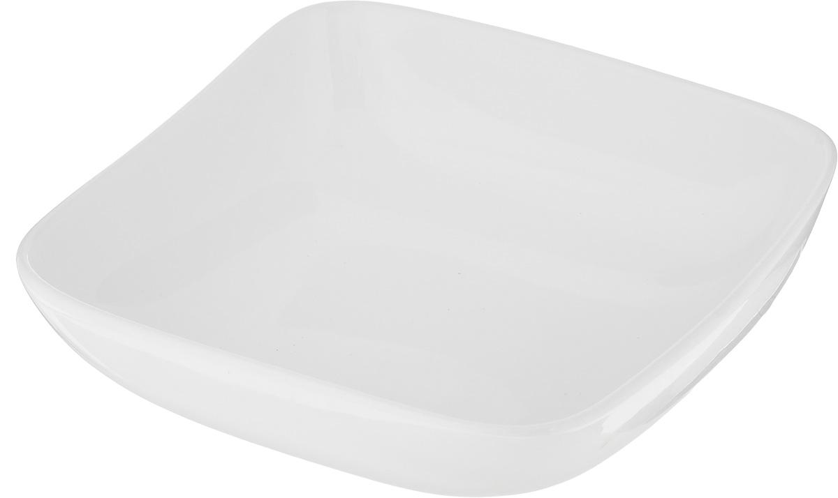 """Салатник Ariane """"Vital Square"""", изготовленный из высококачественного фарфора с глазурованным покрытием, прекрасно подойдет для подачи различных блюд: закусок, салатов или фруктов. Такой салатник украсит ваш праздничный или обеденный стол.Можно мыть в посудомоечной машине и использовать в микроволновой печи.Размер салатника (по верхнему краю): 16 х 16 см.Диаметр основания: 8 см.Высота стенки: 6 см.Объем: 440 мл."""