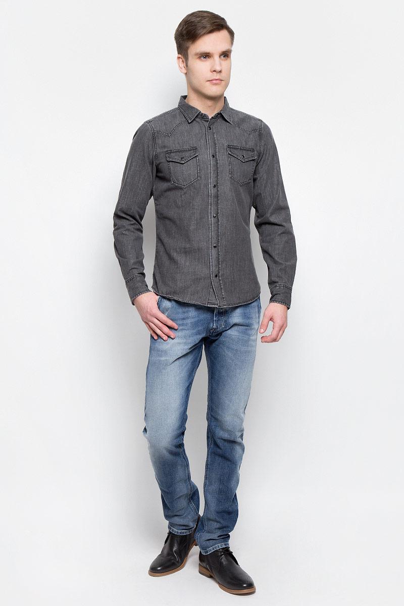 Джинсы мужские Diesel, цвет: синий. 00CQ9H-0853P/01. Размер 31-32 (48/50-32)00CQ9H-0853P/01Стильные мужские джинсы Diesel - джинсы высочайшего качества на каждый день, которые прекрасно сидят. Модель изготовлена из хлопка с добавлением эластана, имеет прямой крой и среднюю посадку. Застегиваются джинсы на пуговицу в поясе и ширинку на пуговицах, на поясе имеются шлевки для ремня. Спереди модель дополнена двумя втачными карманами, а сзади - двумя накладными карманами. Изделие оформлено потертостями.Эти модные и в то же время комфортные джинсы послужат отличным дополнением к вашему гардеробу.