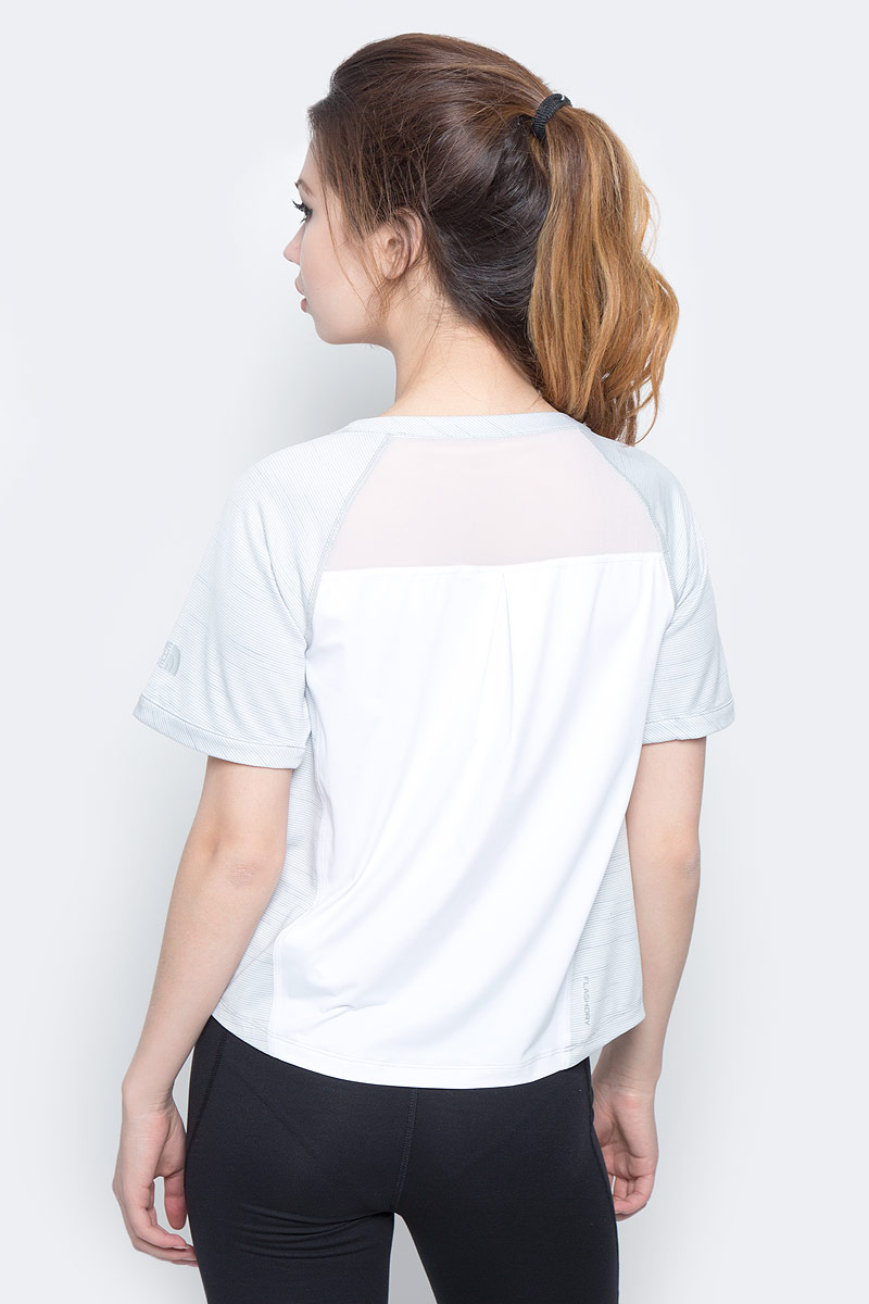Женская футболка The North Face изготовлена из хлопка и полиэстера. Модель выполнена с круглой горловиной и короткими рукавами.