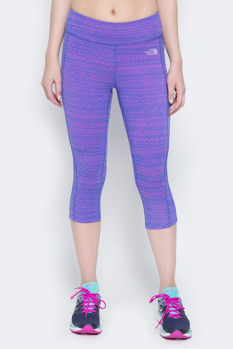 Капри женские The North Face W Pulse Capri Tight, цвет: голубой, фиолетовый. T92ZW7SWQ. Размер XS (40)T92ZW7SWQКапри компрессионные The North Face изготовлены из качественной смесовой ткани. Капри дополнены широкой эластичной резинкой на поясе и оригинальным принтом.