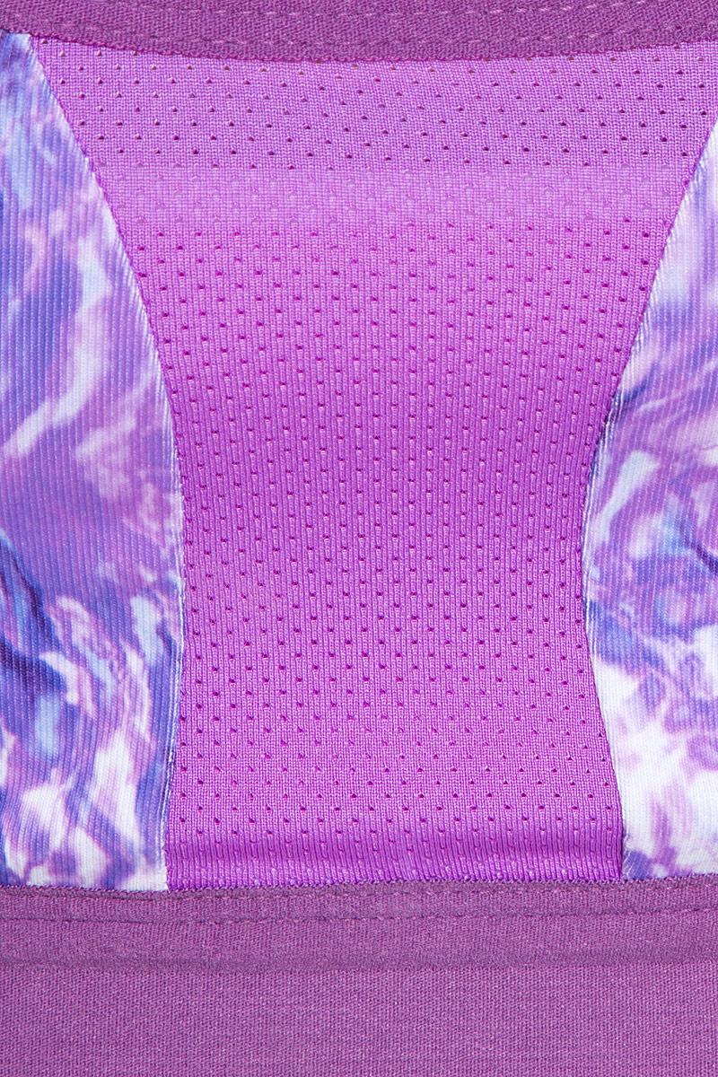 Топ-бра The North Face, выполненный из эластичного материала, идеально подойдет для активного отдыха и занятий фитнесом. Модель с глубоким вырезом горловины и спинкой-борцовкой не сковывает движений. Нижний край изделия дополнен комфортной эластичной резинкой.