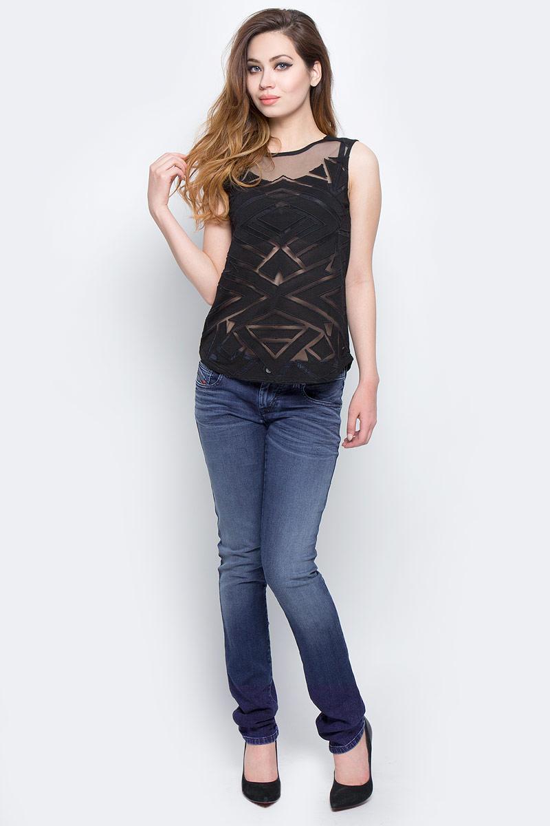 Джинсы женские Diesel, цвет: синий. 00S1EF-0680E/01. Размер 25-34 (40-34)00S1EF-0680E/01Стильные женские джинсы Diesel - это стрейчевые джинсы высочайшего качества на каждый день, которые прекрасно сидят. Модель изготовлена из хлопка и полиэстера с добавлением эластана, имеет силуэт skinny и низкую талию. Застегиваются джинсы на пуговицу в поясе и ширинку на молнии, на поясе также имеются шлевки для ремня. Спереди модель дополнена двумя втачными карманами и небольшим накладным кармашком, а сзади - двумя накладными карманами. Изделие оформлено потертостями.Эти модные и в то же время комфортные джинсы послужат отличным дополнением к вашему гардеробу.