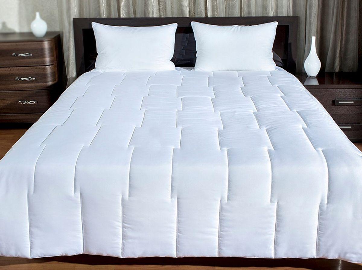 """Легкое одеяло """"Экокомфорт"""" с наполнителем экофайбер в чехле из инновационного материала - биософт. Безниточный тип стежки, примененный в этом одеяле, более долговечный.  При повреждении ниточной стежки, она полностью распускается. При повреждении же безниточной она расклеивается лишь в единственной точке.  Экологически чистый наполнитель экофайбер не вызывает аллергии и надолго сохраняет объем.  Одеяло просто в уходе: легко стирается, быстро высыхает. Характеристики:  Материал верха: биософт. Наполнитель: экофайбер. Размер одеяла: 140 см х 205 см. Изготовитель: Россия. Артикул: 120805192.   ТМ Подушкино - это домашний текстиль высокого качества по доступным ценам, завоевавший любовь и признательность покупателей. Использование новейших технологий и сохранение традиций русского текстильного производства наделяют продукцию ТМ Подушкино высокими потребительскими свойствами. Все изделия выполнены в соответствии с российскими стандартами, с соблюдением необходимых норм и требований. Большой ассортимент наполнителей и практичные ткани, высокое качество пошива, популярные модели и расцветки, а так же любовь к своему покупателю - вот составляющие продукции ТМ Подушкино.  Домашний текстиль ТМ Подушкино - достойный выбор хорошей хозяйки!   УВАЖАЕМЫЕ КЛИЕНТЫ!  Обращаем ваше внимание на ассортимент в цветовом дизайне товара. Поставка осуществляется в зависимости от наличия на складе."""