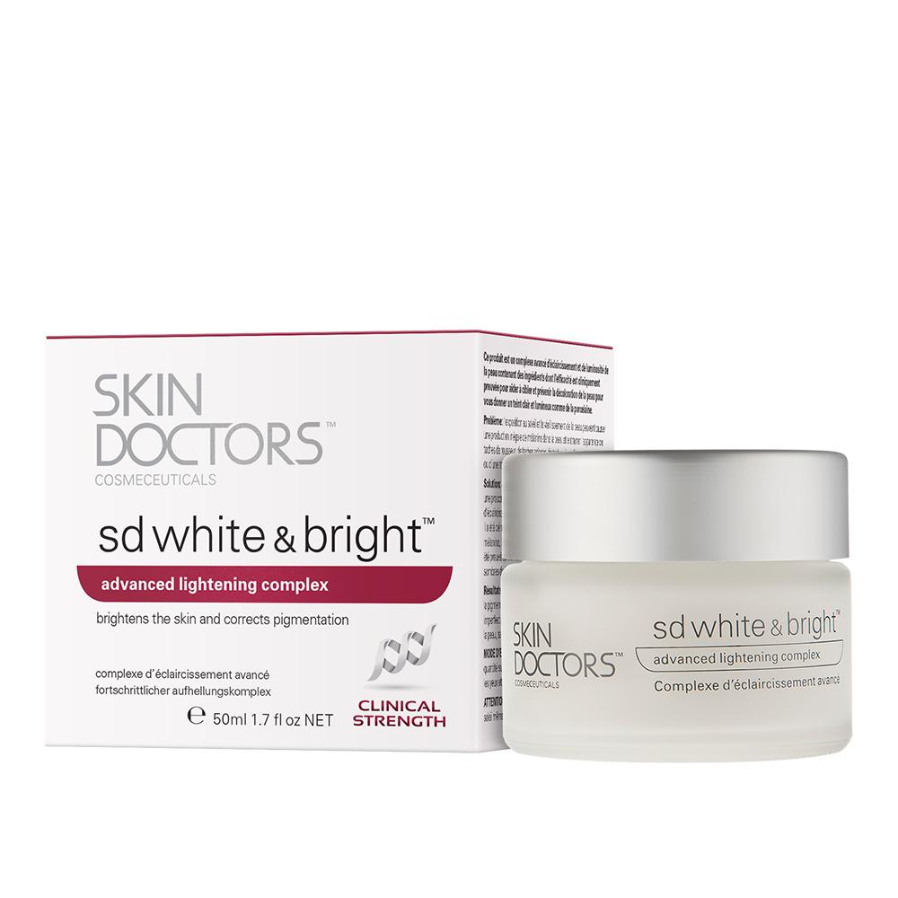 Skin Doctors SD White & Bright, Отбеливающий крем для лица, 50 мл2290SD White & Bright Отбеливающий крем для лица, 50мл Краткое описание: SD White & Bright это прорывной комплекс в осветлении и отбеливании кожи, крем двойного назначения, он действует на уже имеющеюся пигментацию и помогает предотвратить ее появление. Содержит эффективные ингредиенты с клинически-подтвержденными результатами, чтобы помочь получить вам чистый и светлый цвет лица.Основные направление: • Общее осветление цвета лица • Уменьшение видимости пятен кожи • Уменьшение видимости гиперпигментации • Осветление тона кожи • Более равномерный цвет лица • Уменьшение внешнего вида неровностей кожи, таких как пигментные пятна и веснушкиСодержит оптимальный уровень эталонного ингредиента в отбеливания кожи и коррекции пигментации, ?-White ™. ?-White ™ оказывает существенное влияние на синтез меланина, из-за которого образовывается пигментация кожи, и, как доказано значительно осветляет темные тона кожи. Результаты: более светлый вид кожи, видимое уменьшение пигментации, веснушек, пигментных пятен и поверхностных дефектов. Skin Doctors SD White & Bright™ также помогает сделать вашу кожу более упругой и увлажнить ее, и имеет дополнительное преимущество фильтров UVA. Пожалуйста, используйте SPF 30 вместе с SD White & Bright™, чтобы предотвратить дальнейшее повреждение кожи и защитить вашу кожу от суровых солнечных лучей.