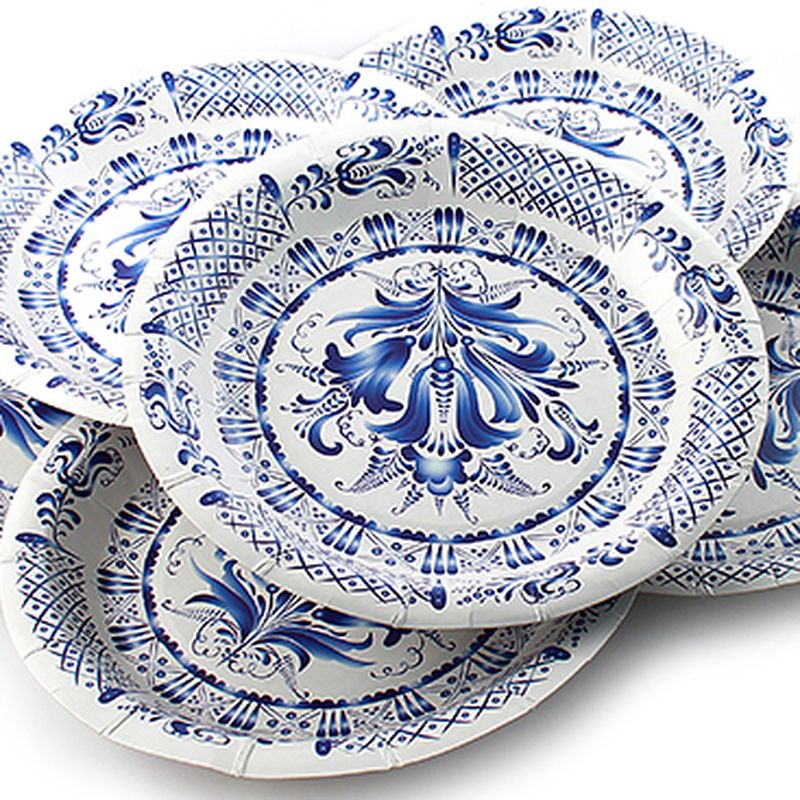Набор одноразовых тарелок Эврика Гжель, цвет: белый, синий, диаметр 19 см, 6 шт96945Набор одноразовых тарелок Эврика Гжель состоит из 6 круглых тарелок, выполненных из картона и предназначенных для одноразового использования. Изделия декорированы узором.Одноразовые тарелки будут незаменимы при поездках на природу, пикниках и других мероприятиях. Они не займут много места, легки исамое главное - после использования их не надо мыть.Диаметр тарелки: 19 см.Глубина тарелки: 2,5 см.