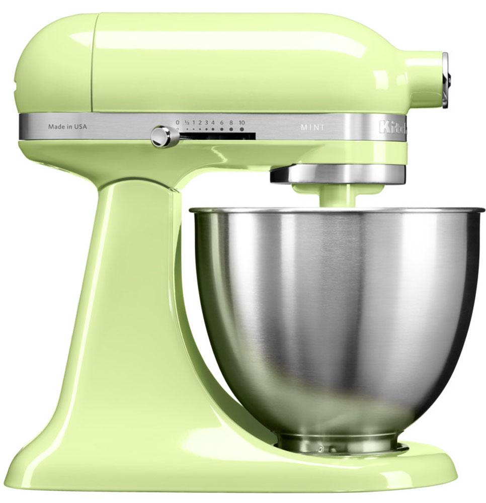 KitchenAid Mini, Light Green миксер (5KSM3311XEHW)5KSM3311XEHWМиксер KitchenAid Mini идеально подходит для небольшой домашней кухни и не занимает много места. Легендарный планетарный миксер KitchenAid стал на 25% легче и на 20% компактнее, чем классический миксер Artisanс откидной головкой.При небольших габаритах эта модель обладает такой же превосходной производительностью, как и старшие братья, от которых KitchenAid Mini унаследовал элегантный узнаваемый дизайн с округлыми линиями и откидывающейся рабочей частью.Великолепная производительность: миксер способен справиться с любыми рецептами, разработанными для классических моделей KitchenAid Artisan, с перерасчетом на меньший объем. Прямой привод обеспечивает мощный крутящий момент, поэтому миксер легко справится даже с плотным тестом для лапши.Планетарное вращение: эта технология смешивания и взбивания дает наилучшие результаты за счет разнонаправленного вращения венчика и рабочей части головки миксера. Благодаря этому венчик описывает сложную спиральную траекторию, касаясь чаши в 67 точках, не оставляя ни одного непромешанного участка.Надежная конструкция: корпус из литого металлического сплава, покрытый порошковой эмалью, обладает высокой прочностью, долговечностью, устойчив к механическим нагрузкам.Все необходимое для работы: в комплекте с миксером вы получите чашу из нержавеющей стали, венчик для взбивания, лопатку для смешивания с защитным покрытием, крюк для вымешивания теста с защитным покрытием.В передней части миксера расположено гнездо для дополнительных насадок, обеспечивающее совместимость со всеми дополнительными приспособлениями для миксеров KitchenAid.