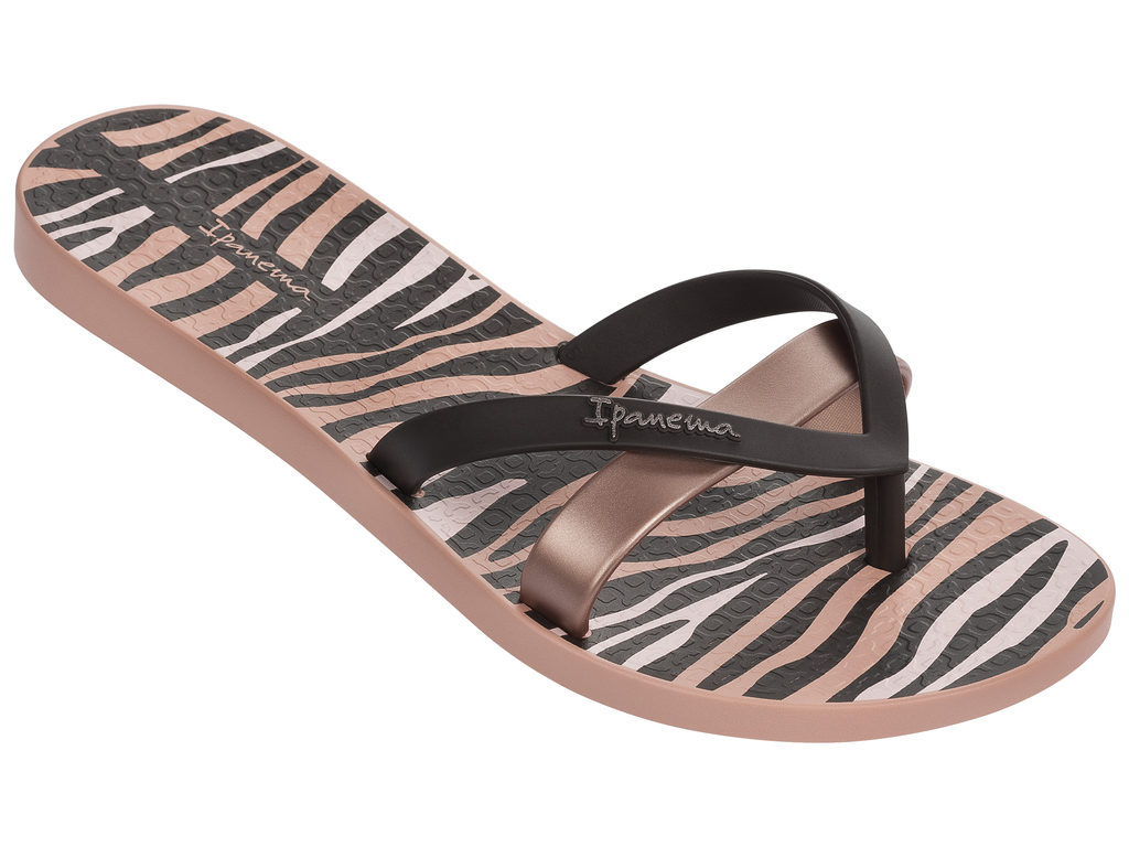 Сланцы женские Ipanema, цвет: коричневый, черный. 82065-22367. Размер BRA 33/34 (34/35)82065-22367Стильные и очень легкие сланцы от Ipanema - придутся вам по душе. Верх модели выполнен из поливинилхлорида. Ремешки с перемычкой гарантируют надежную фиксацию изделия на ноге.Верх модели украшен названием бренда. Стелька дополнена контрастным принтом. Рифление на верхней поверхности подошвы предотвращает выскальзывание ноги. Рельефное основание подошвы обеспечивает уверенное сцепление с любой поверхностью. Удобные сланцы прекрасно подойдут для похода в бассейн или на пляж.