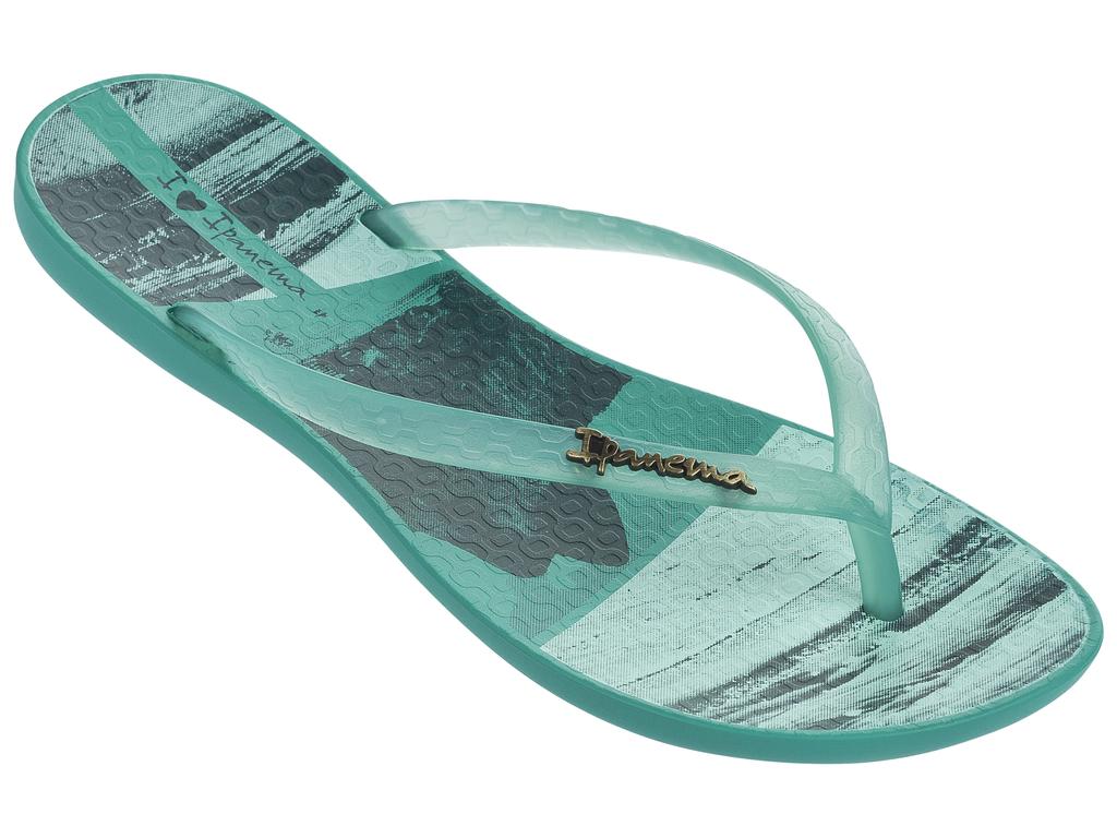 Сланцы женские Ipanema, цвет: зеленый. 82119-20770. Размер BRA 36 (37)82119-20770Стильные и очень легкие сланцы от Ipanema - придутся вам по душе. Верх модели выполнен из поливинилхлорида. Ремешки с перемычкой гарантируют надежную фиксацию изделия на ноге.Стелька украшена названием бренда и стильным рисунком. Рифление на верхней поверхности подошвы предотвращает выскальзывание ноги. Рельефное основание подошвы обеспечивает уверенное сцепление с любой поверхностью. Удобные сланцы прекрасно подойдут для похода в бассейн или на пляж.