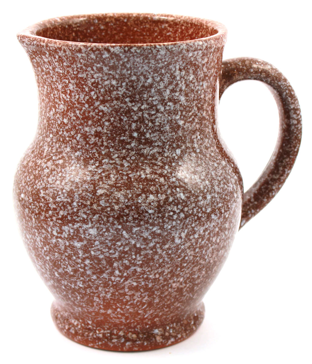 """Кувшин """"Ломоносовская керамика"""" изготовлен из высококачественной глины и  оснащен удобной ручкой. Прекрасно подходит для подачи воды, сока, компота и  других напитков.  Изящный кувшин красиво оформит стол и порадует вас элегантным дизайном и  простотой ухода.   Диаметр: 16 см. Высота: 17,5 см."""