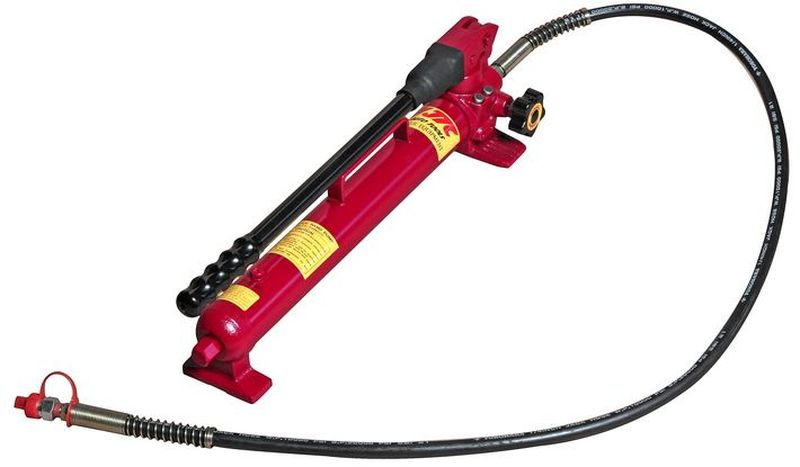 Насос гидравлический JTC, ручной, заправочная емкость 600 см3. JTC-HB600JTC-HB600Все представленные гидронасосы обладают прочной конструкцией, просты в эксплуатации и не требуют значительных затрат усилий при работе.В насосах предусмотрена защитная система, которая предотвращает протечки гидравлической жидкости.Все модели подходят для применения на производстве.Имеются одно- двухскоростные модели.Двухскоростные насосы сокращают время проведения работ.Встроенный клапан контроля перегрузки предотвращает превышение максимально допустимого давления.Стравливающий клапан предотвращает проседание груза.Давление, 1-й уровень: 13.8 бар.Давление, 2-й уровень: 700 бар.Заправочная емкость: 600 см³.Объем масла за цикл, 1-й уровень: 13.0 см³.Объем масла за цикл, 2-й уровень: 2.8 см³.Штуцер: 3/8 NPT.Габаритные размеры: 650/200/200 мм. (Д/Ш/В)Вес: 9000 гр.Подходит для цилиндров: JTC-RC458, JTC-RА404, JTC-RC023, JTC-RC101, JTC-RC102, JTC-RC104, JTC-RА106А, JTC-RC1010, JTC-RC1010А.
