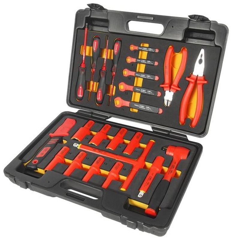 Набор инструментов для электроустановок JTC, с изоляцией, 24 предмета. JTC-I006JTC-I006В комплекте: 1 ед. - изолированная трещотка 1/2.1 ед. - изолированный удлинитель 5.8 ед. - изолированные головки 1/2: 10, 12, 13, 14, 17, 19, 22, 24 мм.1 ед. - ключ с Т-образной рукояткой с изоляцией 1/2.1 ед. - нож электромонтажный.4 ед. - отвертки с изоляцией: РН1х4, РН2х4, шлицевая 5.5х5, 4.0х4.5 ед. - рожковый ключ с изоляцией: 7, 8, 10, 12, 14 мм.2 ед. - клещи с изоляцией: 8 универсальные клещи, 6, бокорезы. Набор упакован в прочный переносной кейс.Головки изготовлены в соответствии со стандартом En60900: 2004.Предназначены для работы с электроустановками, находящимися под напряжением до 1000 В переменного тока.Одобрено VDE.