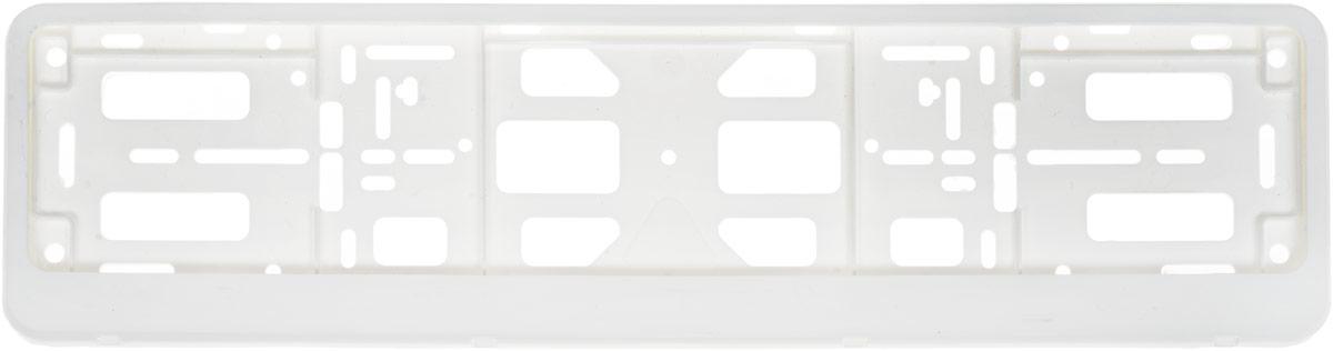 Рамка номерного знака Триада Classic, с защелкой книжка, цвет: белый03578Рамка номерного знака Триада Classic изготовлена из высокопрочного пластика. Рамка выполнена в виде книжки, с откидывающейся верхней панелью, которая служит для крепления номерного знака по всему периметру, защелки жесткие. Крепление позволяет устанавливать рамку на любых автомобилях, включая американские и японские.