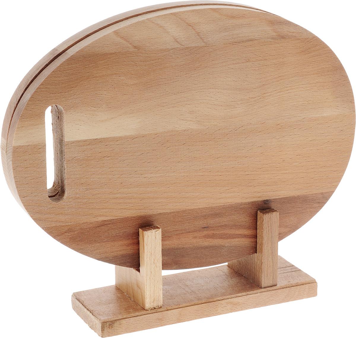 Набор досок разделочных Хозяюшка, на подставке, цвет: темно-бежевый, 2 шт30-92Набор разделочных досок Хозяюшка станет незаменимым атрибутом приготовления пищи. Доски изготовлены из первоклассной высокопрочной древесины бука и идеально подходят для нарезки любых продуктов, а особый дизайн их поверхности предотвращает скольжение ножа. Доски снабжены практичной и элегантной подставкой. Современный стильный дизайн и функциональность позволят набору занять достойное место на вашей кухне. Не рекомендуется мыть в посудомоечной машине и долго замачивать в воде. Размер доски: 32 х 22 х 1 см. Размер подставки: 21 х 7 х 8,5 см.