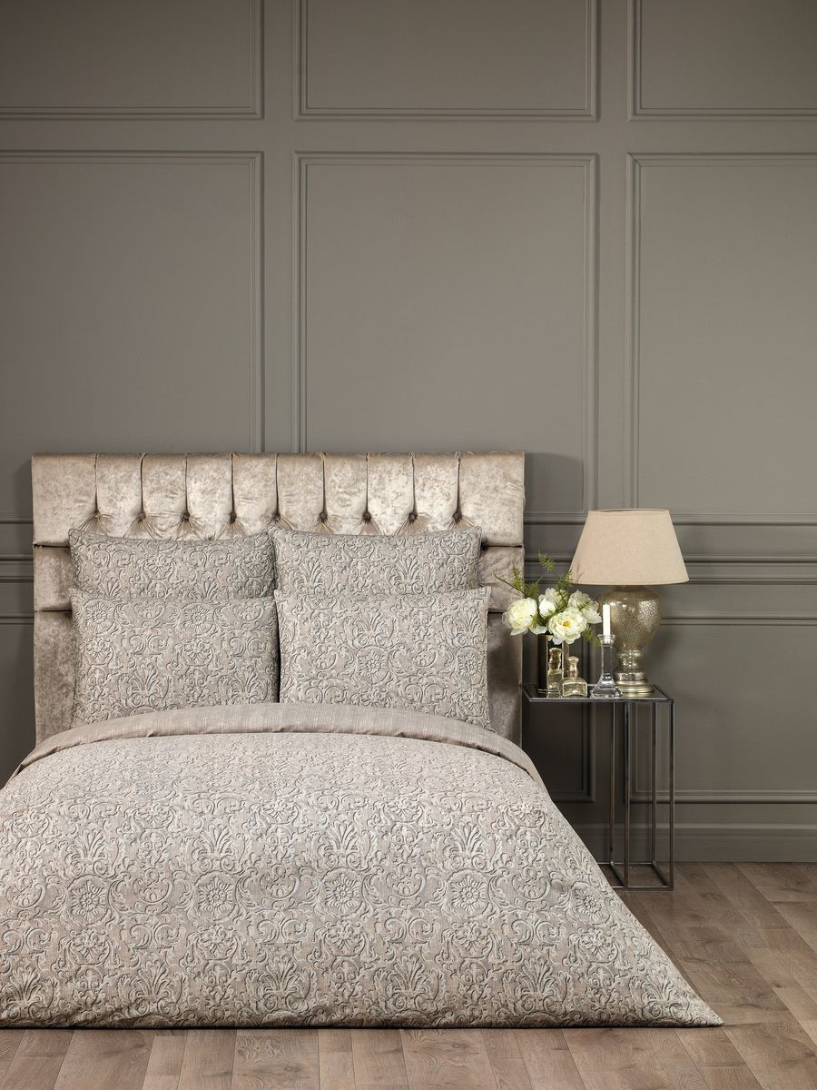 Комплект белья Togas Нортон, 2-спальный, наволочки 50x7030.07.31.0419Комплект постельного Togas Нортон выполнен из 100% хлопка. Комплект состоит из пододеяльника, двух наволочек и простыни. Детали: классический крой, плотность ткани 200TC. Такой изысканный комплект подойдет для любого стилевого и цветового решения интерьера, а также создаст в доме уют. Уход: необходим режим деликатной стирки с применением моющих средств для цветного белья. Не отбеливать.Советы по выбору постельного белья от блогера Ирины Соковых. Статья OZON Гид