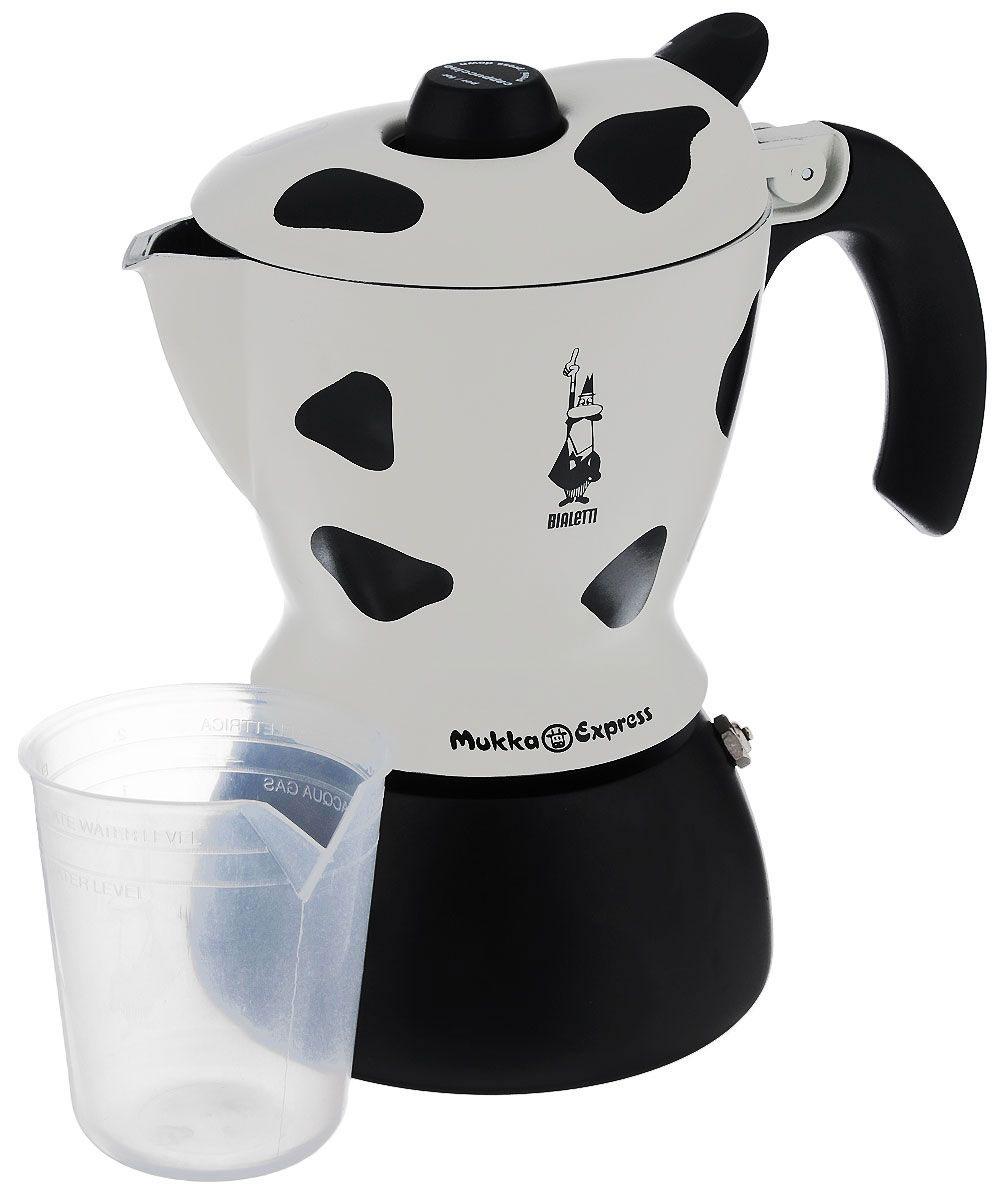 Кофеварка гейзерная Bialetti Mukka Express, цвет: черный, белый, на 2 чашки3418Компактная гейзерная кофеварка Bialetti Mukka Express изготовлена из высококачественного алюминия. Объема кофе хватает на 2 чашки. Изделие оснащено удобной ручкой из бакелита.Принцип работы такой гейзерной кофеварки - кофе заваривается путем многократного прохождения горячей воды или пара через слой молотого кофе. Удобство кофеварки в том, что вся кофейная гуща остается во внутренней емкости. Гейзерные кофеварки пользуются большой популярностью благодаря изысканному аромату. Кофе получается крепкий и насыщенный. Теперь и дома вы сможете насладиться великолепным эспрессо. Подходит для газовых, электрических и стеклокерамических плит. Нельзя мыть в посудомоечной машине. Высота (с учетом крышки): 21 см.Вместимость: 220 мл.