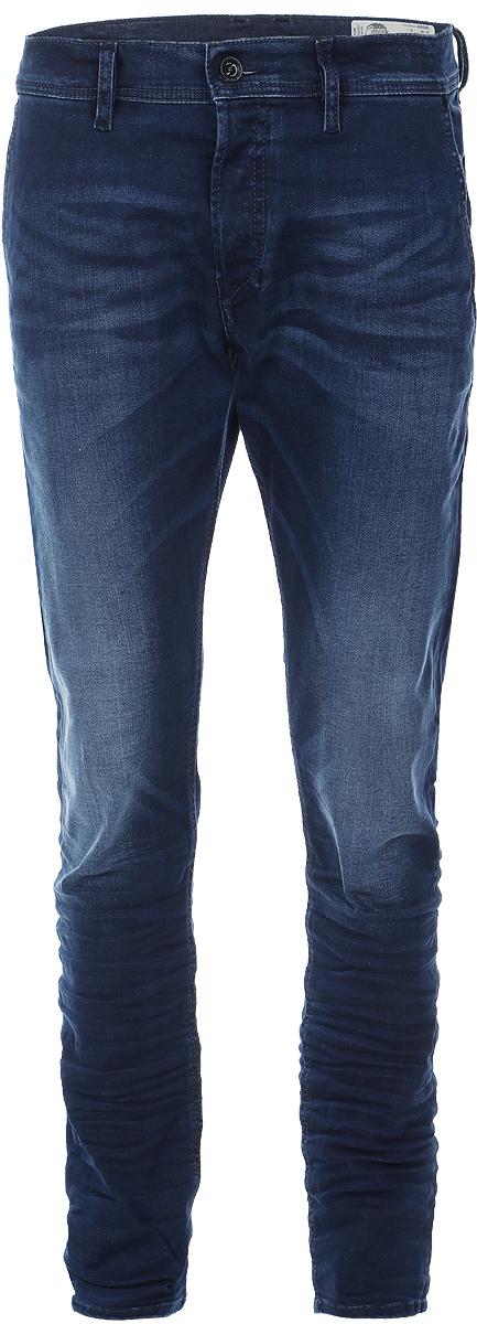 Джинсы мужские Diesel, цвет: синий. 00CQ9H-0859W/01. Размер 33-32 (50/52-32)00CQ9H-0859W/01Стильные мужские джинсы Diesel - джинсы высочайшего качества на каждый день, которые прекрасно сидят. Модель изготовлена из хлопка с добавлением эластана, имеет прямой крой и среднюю посадку. Застегиваются джинсы на пуговицу в поясе и ширинку на пуговицах, на поясе имеются шлевки для ремня. Спереди модель дополнена двумя втачными карманами, а сзади - двумя накладными карманами. Изделие оформлено потертостями.Эти модные и в то же время комфортные джинсы послужат отличным дополнением к вашему гардеробу.