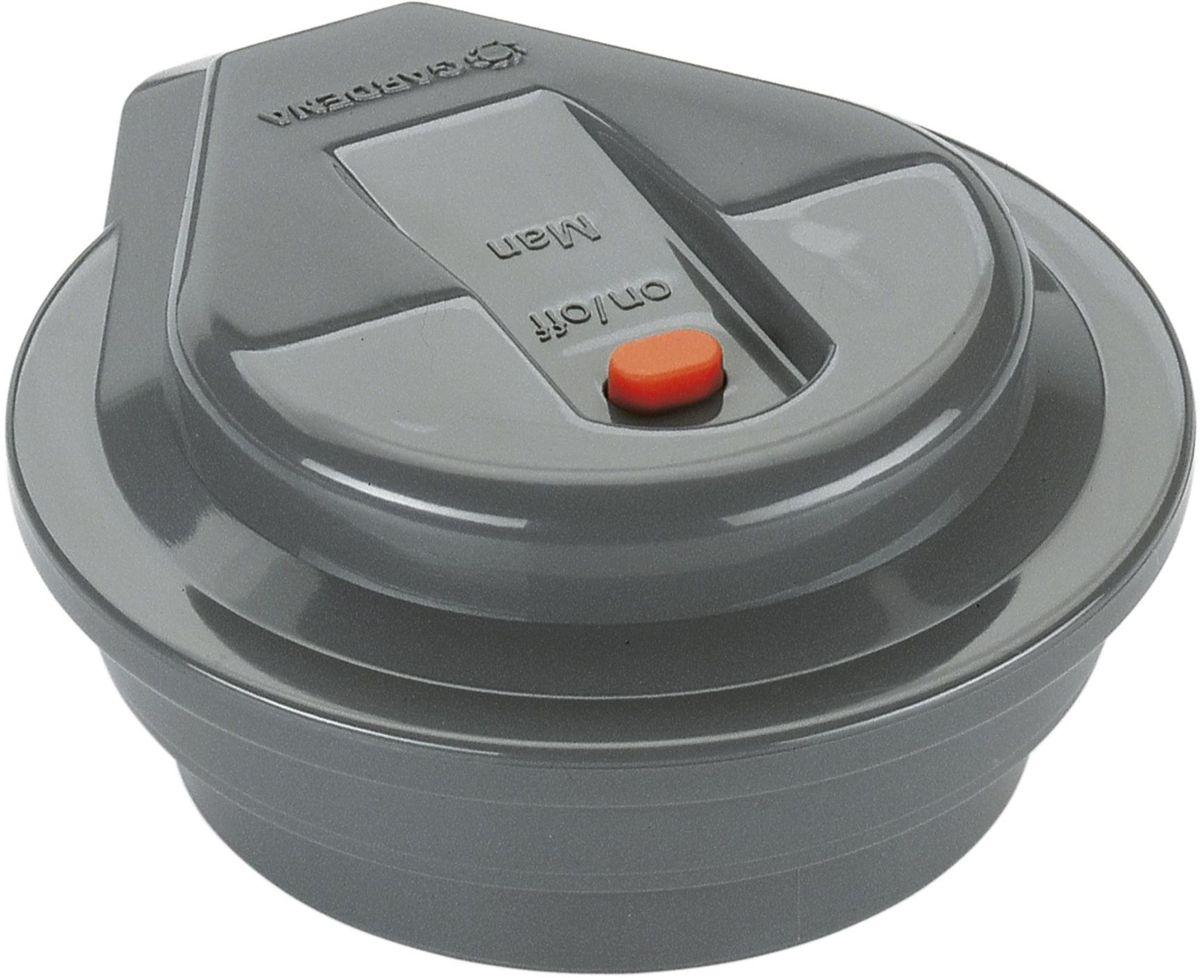 Регулятор Gardena01250-29.000.00Регуляторы Gardena предназначены для управления работой клапанов для полива 9 В Gardena, которые, в свою очередь, управляют процессом полива на базе запрограммированных режимов. Регулятор Gardena программируется с помощью блока управления клапанами для полива Gardena, обеспечивающего перенос данных простым нажатием кнопки после подключения клапана.Для работы устройства необходима щелочная батарейка 9В (не входит в комплект поставки). Такой батарейки хватает примерно на один год работы устройства. Для сокращения расхода воды к регулятору могут быть подключены датчик дождя или датчик влажности почвы Gardena.