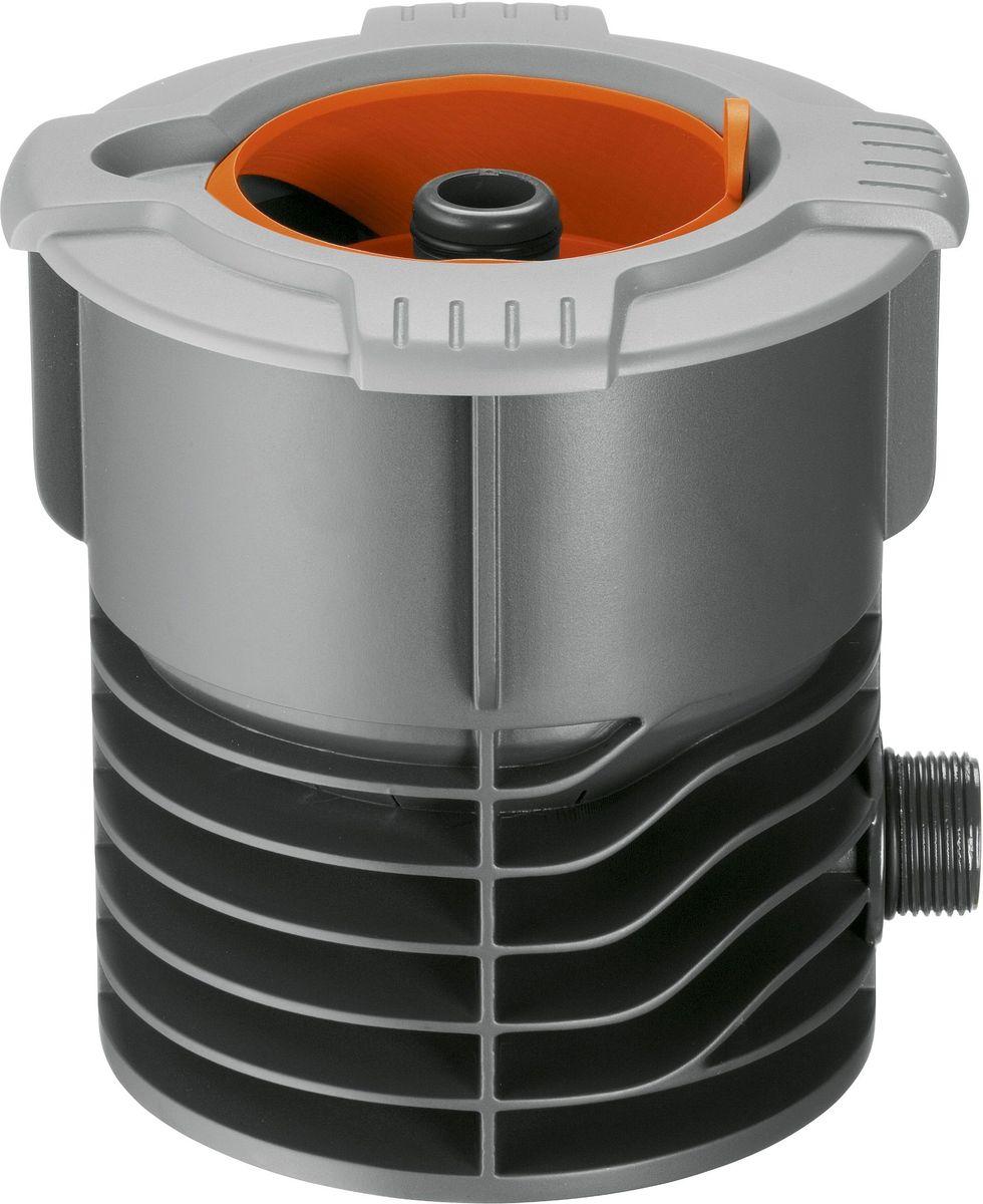 Входная колонка Gardena02722-20.000.00Входная колонка Gardena соединяет водопровод с подземной системой дождевания Gardena Sprinklersystem или трубопроводом Gardena. В комплект входит штуцер системы Profi Maxi-Flow для подсоединения к водопроводному крану, снабженному резьбой. При подсоединении клапана для полива или водозаборной колонки шланговое соединение испытывает постоянное давление, в этом случае соединение необходимо стабилизировать с помощью адаптерной вставки. Выдвижная сферическая крышка при открытии убирается внутрь входной колонки и не препятствует стрижке газона. Широкий обод не позволяет траве прорастать внутрь крышки. Съемный фильтр предотвращает загрязнение при открытой крышке. Входная колонка Gardena имеет наружную резьбу 3/4.