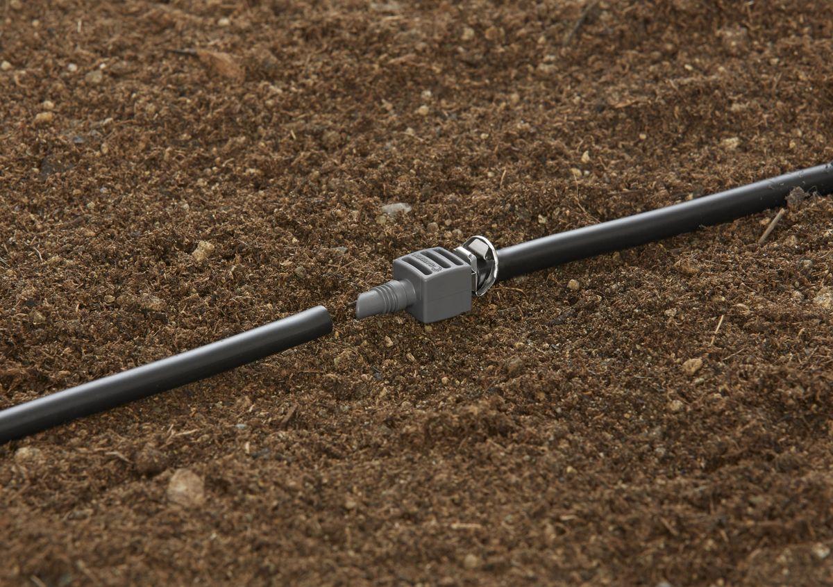 Соединитель Gardena, резьба 4,6 мм (3/16), 10 шт08337-29.000.00Соединитель Gardena является элементом системы микрокапельного полива Gardena Micro-Drip-System и предназначен для наращивания подающего шланга. Благодаря патентованной технологии быстрого подсоединения Quick & Easy, установка соединителя чрезвычайно проста. В комплект поставки входят десять соединителей.