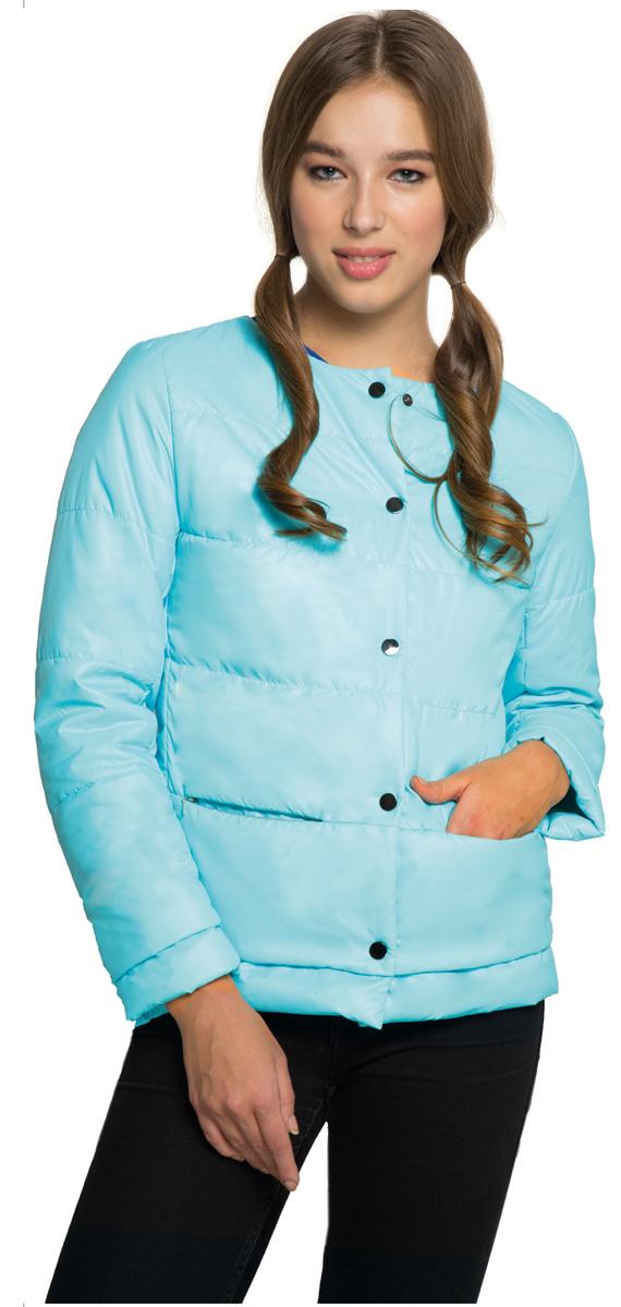 Куртка женская Grishko, цвет: голубой. AL-3120. Размер M (46)AL-3120Необыкновенно женственная стеганая куртка Grishko утеплена тонким холлофайбером. Застегивается модель на кнопки, имеется круглый воротник, позволяющий эффектно подчеркнуть его платком. Прорезные карманы на талии делают модель абсолютно универсальной вещью в гардеробе любой модницы. Куртка прекрасно смотрится и с платьем и с джинсами, что делает ее незаменимой для городских будней и беззаботных выходных в новом весенне-летнем сезоне. Холлофайбер - это утеплитель, который отличается повышенной теплоизоляцией, антибактериальными свойствами, долговечностью в использовании,и необычайно легок в носке и уходе. Изделия легко стираются в машинке, не теряя первоначального внешнего вида.