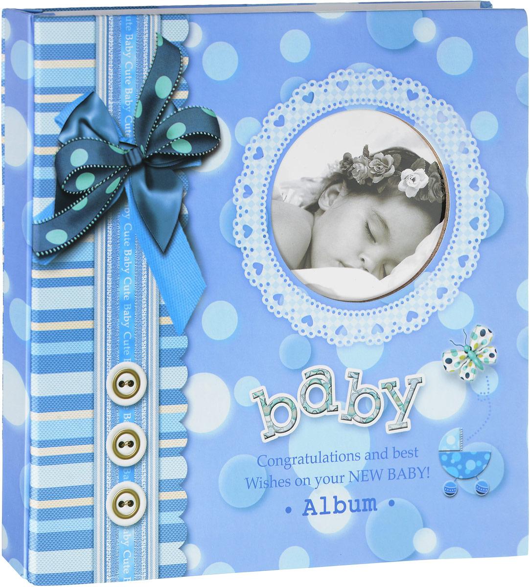 """Фотоальбом Platinum """"Мой первый год жизни"""" поможет сохранить в памяти первый год жизни вашего малыша Обложка выполнена из твердого ламинированного картона и декорирована оригинальным принтом. На обложке также имеется окошко для фотографии вашего малыша. Внутри содержится 30 магнитных листов и 8 листов-анкет для заполнения.   На листах для заполнения предложены темы: А вот и Я! Про меня. Моя семья.  Мой день. Моя первая улыбка. Мои достижения. Я люблю купаться. То, что я могу. Мои любимые игрушки. Я на прогулке.  Это я делаю самостоятельно.  Мне читают.  Это важно.  Так я расту.  Магнитные страницы с клеевым слоем удобны тем, что позволяют размещать фотографии любых размеров в любом положении. В комплект также входят веселые наклейки.  Нам всегда так приятно вспоминать о самых счастливых моментах жизни, запечатленных на фотографиях.  Размер листа: 28 х 32,5 см. Количество листов для фотографий: 30.  Количество страниц для фотографий: 60.  Количество наклеек: 112 шт."""