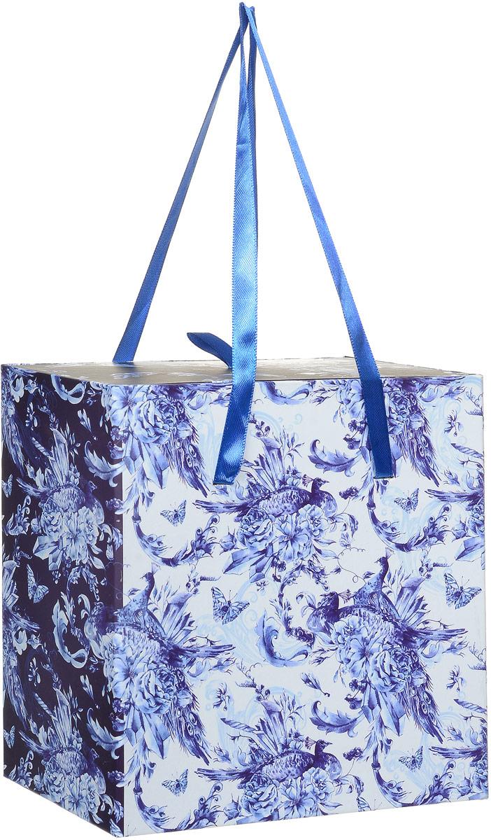 Коробка подарочная Magic Home Голубые цветы, квадратная, 16 х 16 х 8 см44294Подарочная коробка Magic Home Голубые цветы выполнена из мелованного ламинированного картона. Коробочка оформлена оригинальным цветочным рисунком. Изделие имеет квадратную форму и состоит из двух частей, одна из которых вставляется в другую. Внутренняя часть дополнена текстильной петлей, внешняя - длинными ручками. Подарочная коробка - это наилучшее решение, если вы хотите порадовать близких людей и создать праздничное настроение, ведь подарок, преподнесенный в оригинальной упаковке, всегда будет самым эффектным и запоминающимся. Окружите близких людей вниманием и заботой, вручив презент в нарядном, праздничном оформлении.Плотность картона: 1100 г/м2.