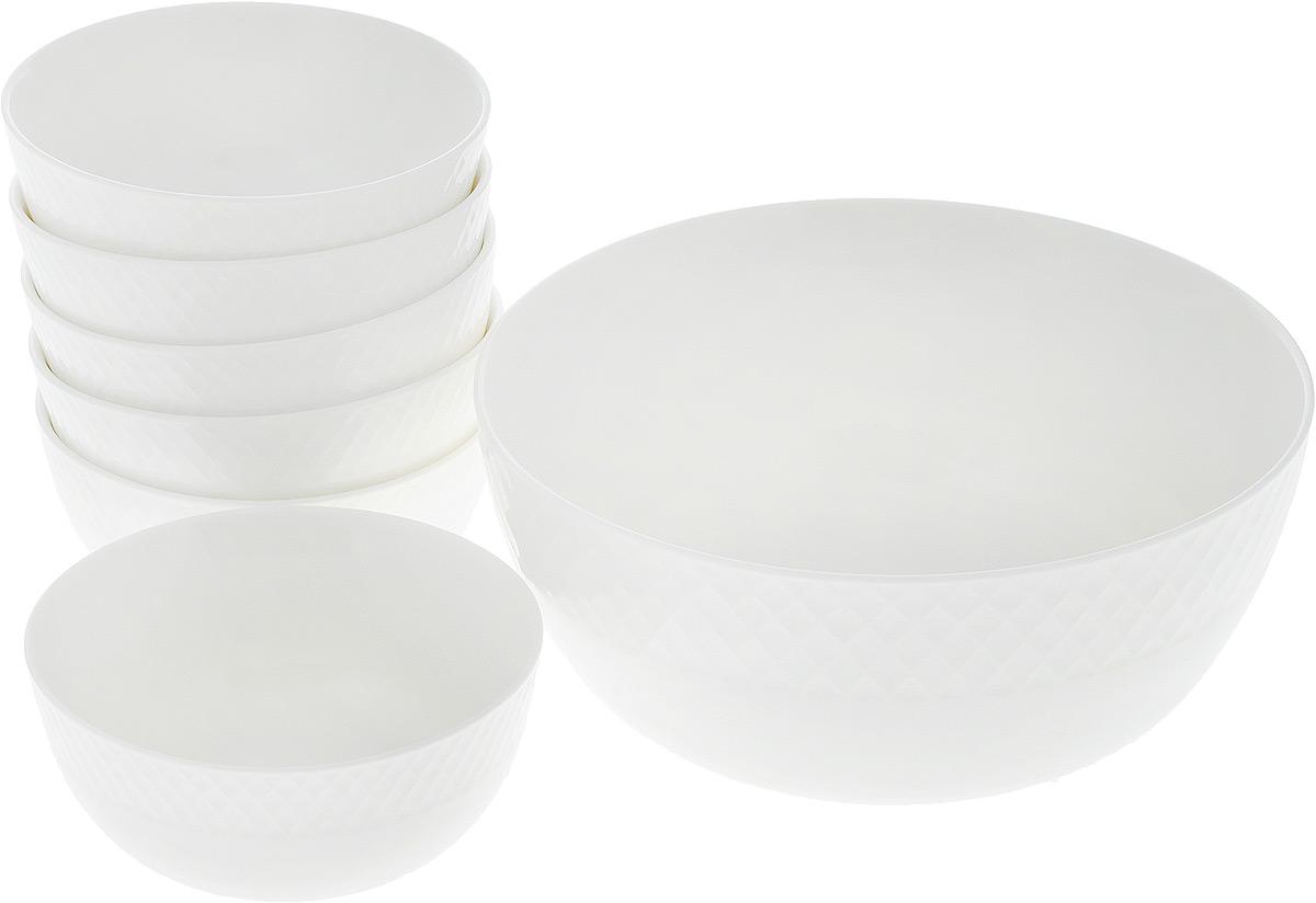 """Набор """"Wilmax"""" состоит из 7 круглых салатников, выполненных из высококачественного фарфора. Глазурованное покрытие обеспечивает легкую очистку. Белизна и прочность материала достигаются благодаря добавлению в состав фарфора магния и алюминия, а гладкость и роскошный блеск - результат особой рецептуры глазури. Изделия обладают низкой водопоглощаемостью, высокой термостойкостью, а также экологичностью и долговечностью. Салатники отлично подходят для сервировки закусок, соусов, салатов. Легко штабелируются, что позволяет складывать салатники друг в друга и экономить место при хранении. Салатники практичны, функциональны и имеют лаконичный классический дизайн. Такой набор салатников станет отличным приобретением для вашей кухни. Размер большого салатника: 19,5 х 19,5 х 9 см. Размер маленьких салатников: 12 х 12 х 5,5 см."""