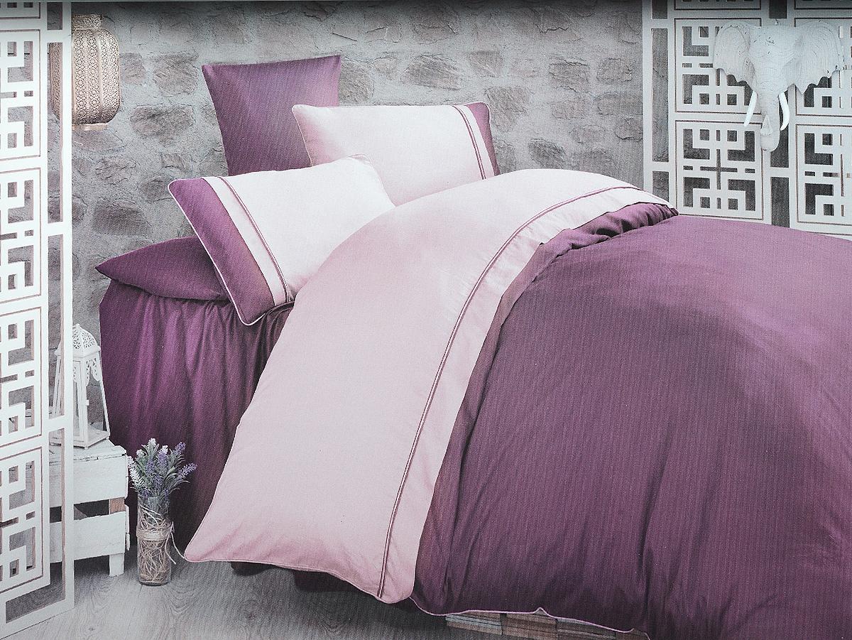 Комплект белья Clasy Kharma, евро, наволочки 50х70, цвет: пурпурный, сиреневый00000005244Комплект постельного белья Clasy Kharma состоит из пододеяльника на пуговицах, простыни и 4 наволочек. Белье выполнено в двухцветном дизайне и декорировано контрастным кантом. Изделия выполнены из сатина (100% хлопок). Ткань гладкая и имеет ровный матовый блеск. Секрет заключается в особенно плотном сатиновом переплетении. Несмотря на особую плотность, это постельное белье очень мягкое, спать на нем уютно и тепло. Ткань обладает отличными гигиеническими свойствами - гигроскопичностью, воздухопроницаемостью и гипоаллергенностью. Краска на сатине держится очень хорошо, новое белье не полиняет и со временем не станет выцветать. Такой комплект прослужит дольше любого другого хлопкового белья. Благодаря диагональному пересечению нитей ткань почти не мнется. В производстве белья используются только качественные безопасные импортные красители, которые не содержат вредных химических веществ и позволяют сохранить яркость красок после многократных стирок. Белье упаковано в подарочную картонную коробку с замками и ручкой.