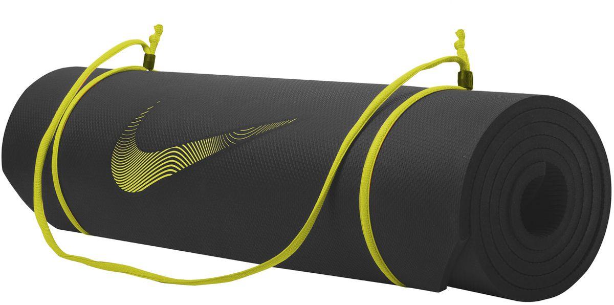 Тренировочный мат Nike Training Mat 2.0, цвет: черный, желтыйN.EX.10.023.NSТренировочный мат Nike Training Mat 2.0 - идеально ровный в развернутом состоянии и легко сворачивается для компактного хранения.Толщина 8 мм обеспечивает комфорт во время тренировок.Регулируемая лямка для переноски.