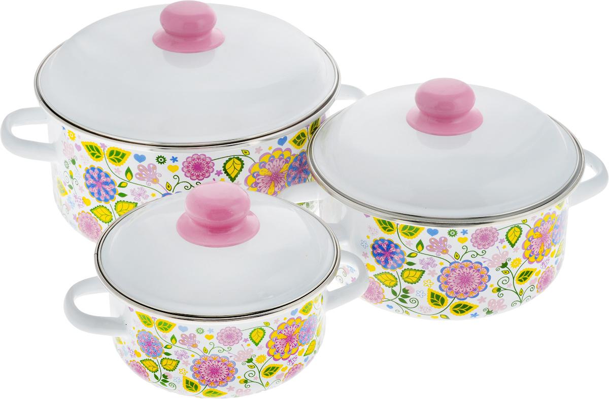 Набор посуды СтальЭмаль Цветочная фантазия, 6 предметов. 1КВ081М1КВ081МНабор посуды СтальЭмаль Цветочная фантазия, состоящий из трех кастрюль с крышками, изготовлен из высококачественной стали с эмалированным покрытием.Эмаль защищает сталь от коррозии, придает посуде гладкую поверхность и надежно защищает от кислот и щелочей. А также она устойчива к пищевым кислотам, не вступает во взаимодействие с продуктами и не искажает их вкусовые качества. Внутренняя поверхность идеально ровная, что значительно облегчает мытье. Стальная основа практически не подвержена механической деформации, благодаря чему срок эксплуатации увеличивается.Кастрюли оснащены крышками, выполненными из стали с эмалированным покрытием. Внешняя поверхность изделий оформлена цветочным принтом. Крышки плотно прилегают к краям кастрюль, сохраняя аромат блюд, и имеют удобные пластиковые ручки.Подходят для газовых, электрических, индукционных и керамических плит. Можно мыть в посудомоечной машине.Высота стенок кастрюль: 8 см, 10 см, 12 см. Диаметр кастрюль (по верхнему краю): 18 см, 22 см, 26 см.Объем кастрюль: 1,5 л, 3 л, 5 л.