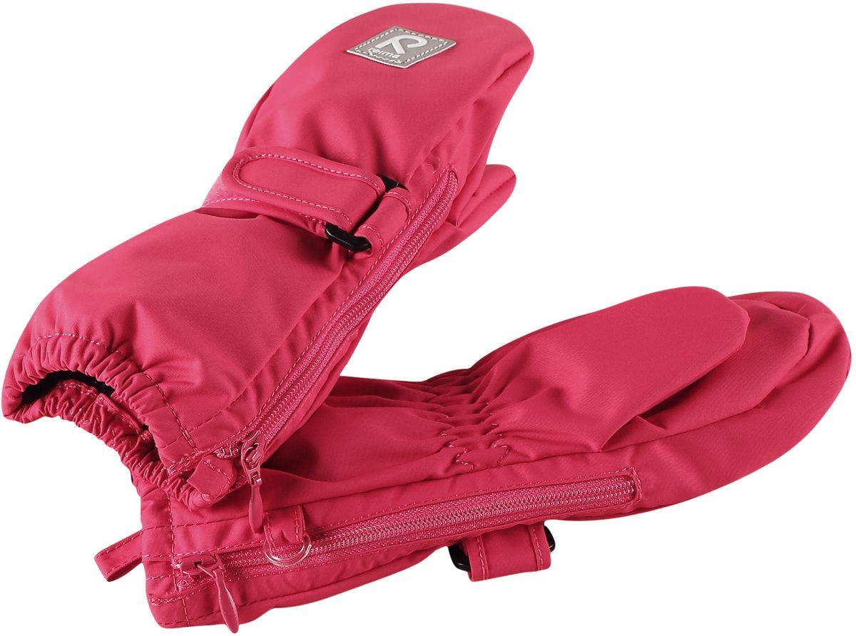 Варежки детские Reima, цвет: розовый. 5171453360. Размер 15171453360Эластичные, теплые и удобные варежки для активных малышей. Они защитят от брызг и небольшого дождика, так как изготовлены из водонепроницаемого материала. Благодаря застежке на молнии их невероятно легко надевать! Легкое утепление согреет в прохладную весеннюю и осеннюю погоду.