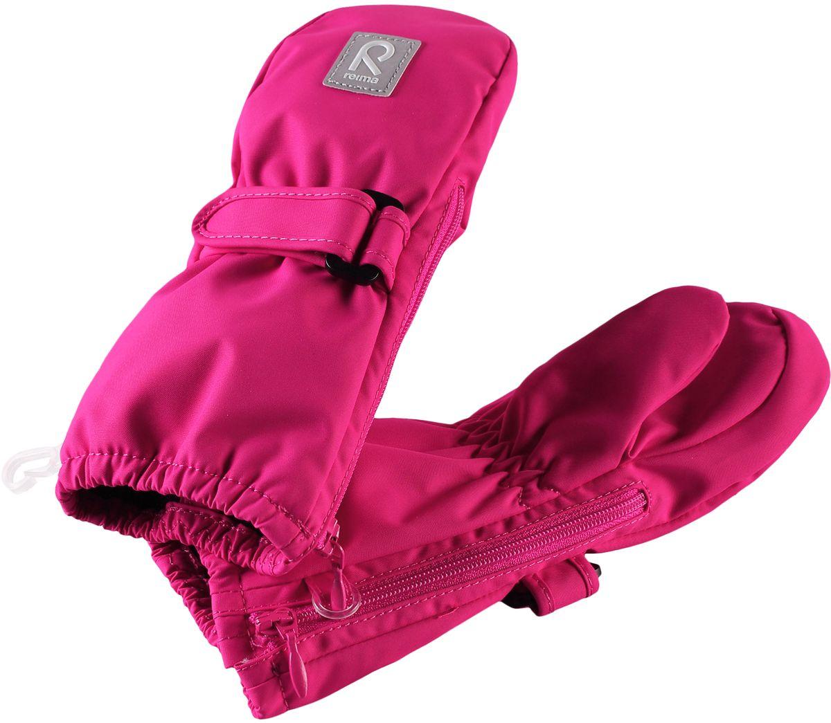 Варежки детские Reima, цвет: фуксия. 5171454620. Размер 15171454620Эластичные, теплые и удобные варежки для активных малышей. Они защитят от брызг и небольшого дождика, так как изготовлены из водонепроницаемого материала. Благодаря застежке на молнии их невероятно легко надевать! Легкое утепление согреет в прохладную весеннюю и осеннюю погоду.