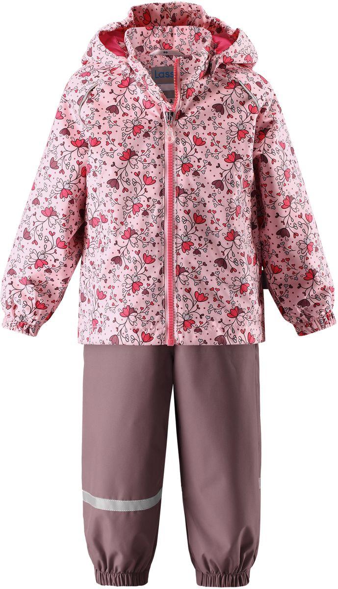 Комплект одежды детский Lassie: куртка, полукомбинезон, цвет: розовый, серо-коричневый. 7137024071. Размер 747137024071Детский комплект, состоящий из куртки-ветровки и полукомбинезона, идеально подойдет для активных маленьких путешественников и исследователей мира! Водоотталкивающему и ветронепроницаемому материалу не страшен небольшой дождик. Этот материал очень функциональный, и в то же время комфортный и дышащий. Полукомбинезон изготовлен из прочного материала и снабжен эластичными манжетами и съемными штрипками, чтобы не пустить внутрь холод и влагу. Благодаря регулируемым эластичным подтяжкам он удобно сидит точно по фигуре. Съемный капюшон защищает голову ребенка от пронизывающего ветра, к тому же он абсолютно безопасен: легко отстегнется, если вдруг за что-нибудь зацепится. Куртка снабжена множеством продуманных элементов, например, прорезными карманами и светоотражателями.