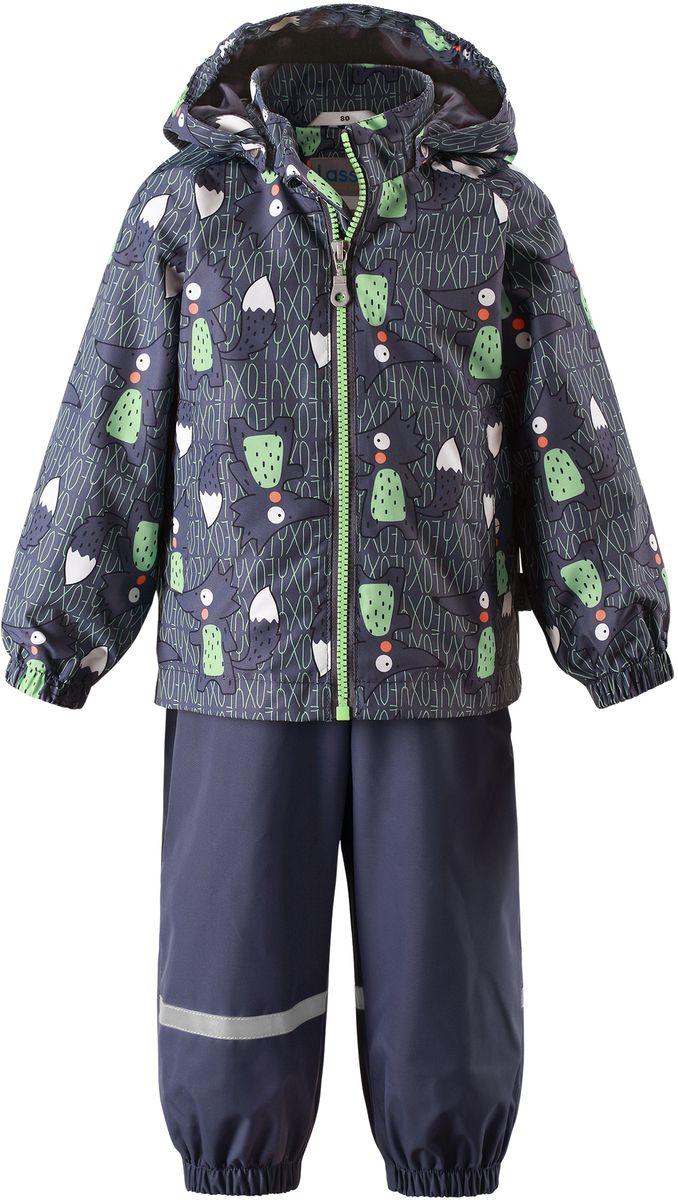 Комплект одежды детский Lassie: куртка, полукомбинезон, цвет: серый, темно-синий. 7137029631. Размер 747137029631Детский комплект, состоящий из куртки-ветровки и полукомбинезона, идеально подойдет для активных маленьких путешественников и исследователей мира! Водоотталкивающему и ветронепроницаемому материалу не страшен небольшой дождик. Этот материал очень функциональный, и в то же время комфортный и дышащий. Полукомбинезон изготовлен из прочного материала и снабжен эластичными манжетами и съемными штрипками, чтобы не пустить внутрь холод и влагу. Благодаря регулируемым эластичным подтяжкам он удобно сидит точно по фигуре. Съемный капюшон защищает голову ребенка от пронизывающего ветра, к тому же он абсолютно безопасен: легко отстегнется, если вдруг за что-нибудь зацепится. Куртка снабжена множеством продуманных элементов, например, прорезными карманами и светоотражателями.