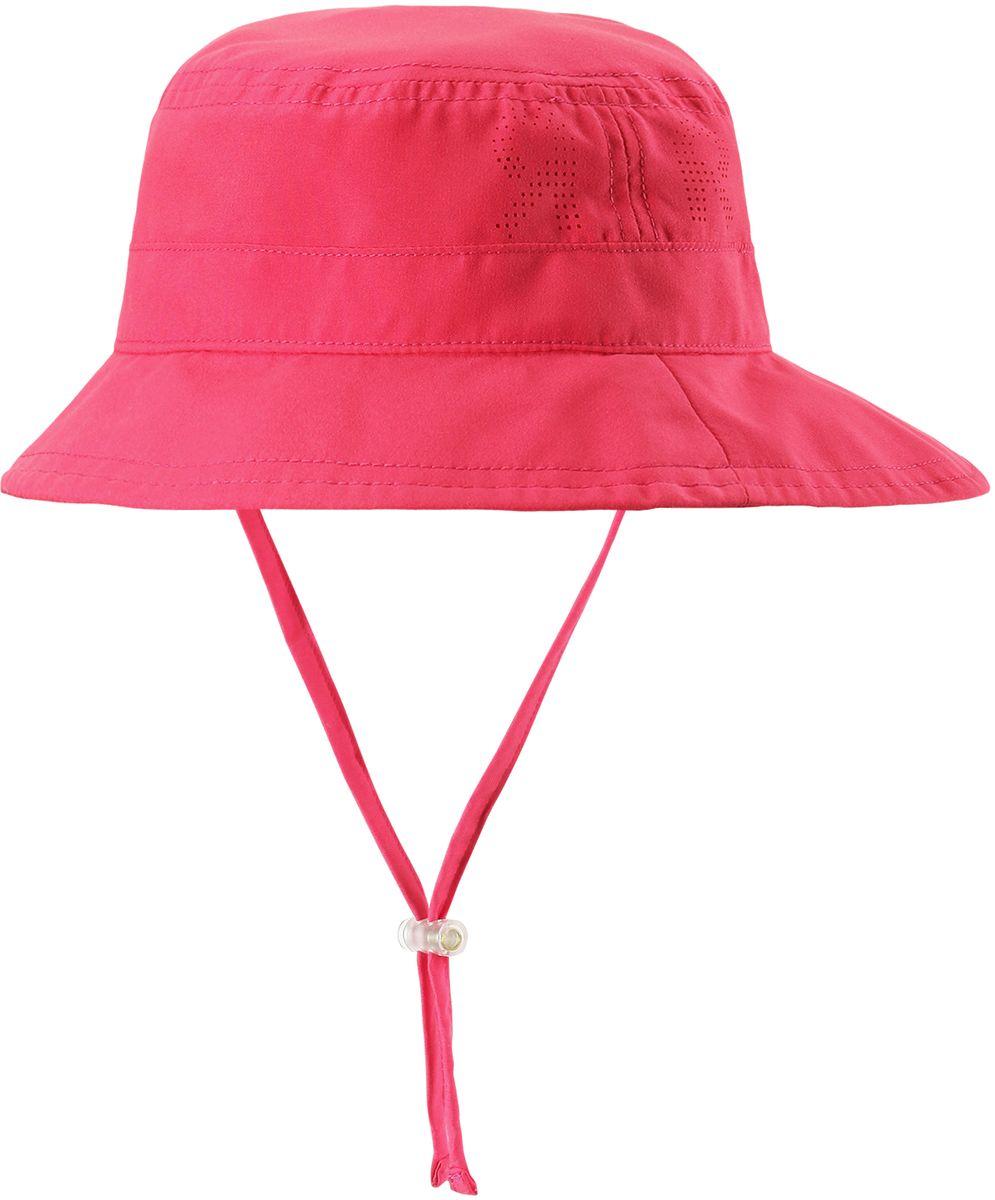 Панама детская Reima Tropical, цвет: розовый. 5285313360. Размер 465285313360Защитная панама для малышей и детей постарше с фактором УФ-защиты 50+. Козырек панамы защищает лицо и глаза от вредного ультрафиолета. Изготовлена из дышащего и легкого материала SunProof. Облегченная модель без подкладки, а чтобы ветер не унес эту новую очаровательную панаму, просто завяжите завязки!