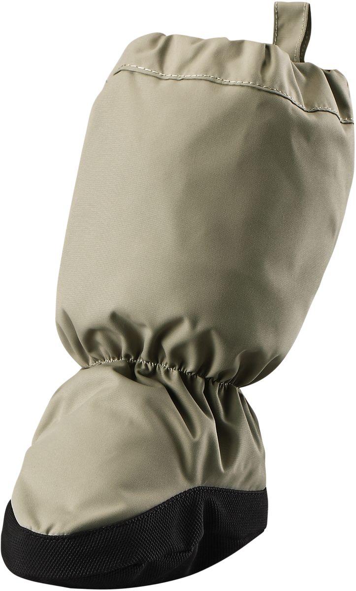 Пинетки Reima Hiipii, цвет: серый. 5171560740. Размер 25171560740Эластичные, теплые и удобные пинетки для малышей просто идеальны для прогулок в коляске. Пинетки изготовлены из ветро- и водонепроницаемого, грязеотталкивающего материала, которому не страшны брызги и небольшой дождик. Их очень легко надевать благодаря эластичным резинкам на голени и щиколотке. Нескользящая подошва не даст малышу упасть на скользкой поверхности. Обратите внимание: пинетки могут промокать, так как они выполнены из водонепроницаемого материала не полностью.
