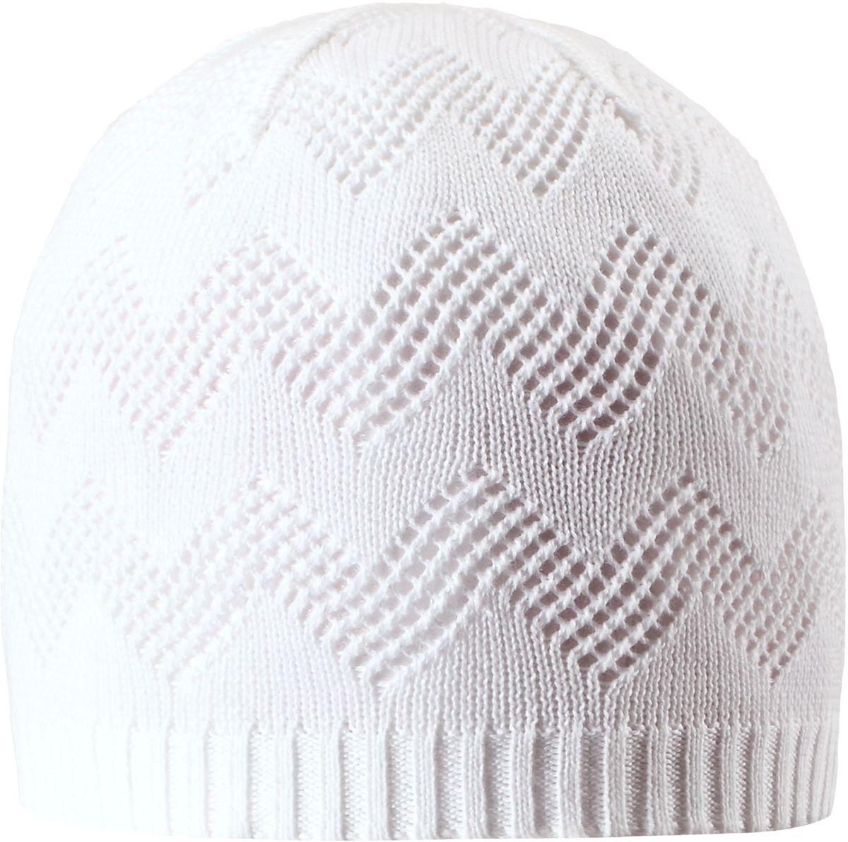 Шапка для девочки Reima Piranja, цвет: белый. 5285280100. Размер 525285280100Детская шапка станет превосходным выбором в межсезонье, в ней можно и поиграть во дворе, и прогуляться по городу. Изготовлена из мягкого и комфортного вязаного хлопка. Эта симпатичная облегченная модель без подкладки идеально подходит для солнечной погоды.