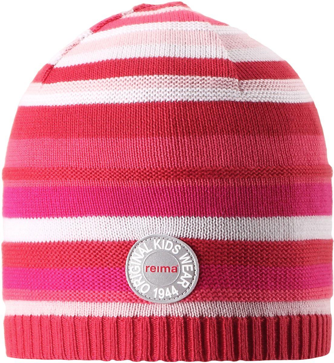 Шапка детская Reima Solmu, цвет: розовый. 5285253360. Размер 565285253360Яркая шапочка для малышей отлично подойдет для первых теплых весенних дней. Она изготовлена из эластичного и легкого вязаного хлопка, мягкого и приятного на ощупь. Ее можно надеть и в детский сад, и на прогулку в парк в солнечный день. Имеется светоотражающая эмблема спереди.