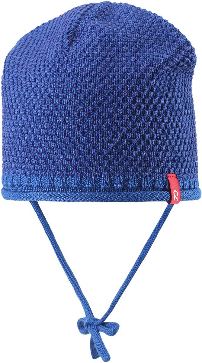 Шапка детская Reima Capitano, цвет: синий. 5184076530. Размер 485184076530Детская шапка яркой расцветки рассчитана на межсезонье, в ней можно и поиграть во дворе, и прогуляться по городу. Она изготовлена из мягкого и комфортного вязаного хлопка. Эта облегченная модель без подкладки идеально подходит для солнечной погоды.