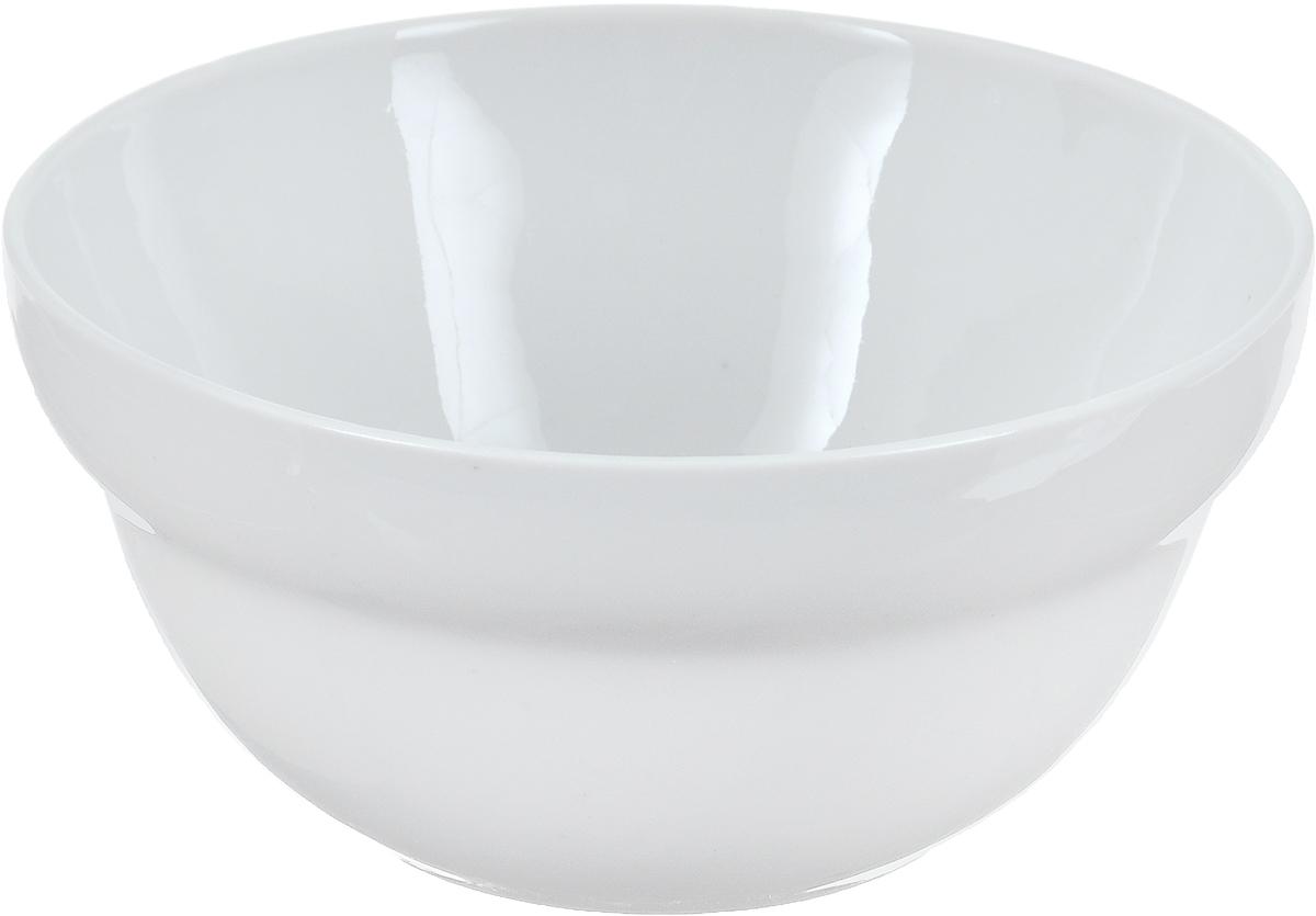 Салатник Фарфор Вербилок, 360 мл. 6970000БH2422Салатник Фарфор Вербилок изготовлен из высококачественного фарфора. Изделие имееткруглую форму и белоснежный цвет. Такой салатник будет смотреться не только стильно, но иэлегантно. Он дополнит коллекцию кухонной посуды и будет служить долгие годы.Диаметр салатника по верхнему краю: 12 см.Диаметр основания: 6 см. Высота салатника: 6 см.
