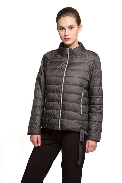 Куртка женская Grishko, цвет: серо-бежевый. AL-3121. Размер S (44)AL-3121Необыкновенно женственная стеганая куртка Grishko утеплена тонким холлофайбером. Силуэт-балон, позволяющий регулировать длину и ширину изделия, имеется красивая завязка в форме банта. Практичные карманы на молнии и воротник-стойка делают модель абсолютно универсальной вещью в гардеробе любой модницы. Куртка прекрасно смотрится и с платьем и с джинсами, что делает ее незаменимой для городских будней и беззаботных выходных в новом весенне-летнем сезоне. Холлофайбер - это утеплитель, который отличается повышенной теплоизоляцией, антибактериальными свойствами, долговечностью в использовании, он необычайно легок в носке и уходе. Изделия легко стираются в машинке, не теряя первоначального внешнего вида.