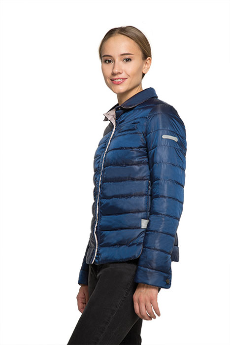 Куртка женская Grishko, цвет: темно-синий. AL-3123. Размер S (44)AL-3123Необыкновенно женственная стеганая куртка Grishko утеплена тонким холлофайбером. Эффектная контрастная отделка, отложной воротничок, пиджачный силуэт с разрезами на бедрах делают модель абсолютно универсальной вещью в гардеробе любой модницы. Куртка прекрасно смотрится и с платьем и с джинсами, что делает ее незаменимой для городских будней и беззаботных выходных в новом весенне-летнем сезоне. Холлофайбер - это утеплитель, который отличается повышенной теплоизоляцией, антибактериальными свойствами, долговечностью в использовании,и необычайно легок в носке и уходе. Изделия легко стираются в машинке, не теряя первоначального внешнего вида.