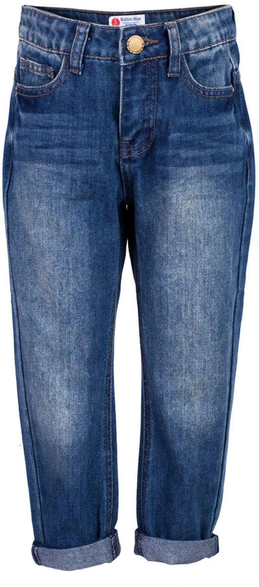 Джинсы для девочки Button Blue Main, цвет: синий. 117BBGC6303D100. Размер 98, 3 года117BBGC6303D100Классные джинсы с потертостями и повреждениями — гарантия модного современного образа! Хороший крой,удобная посадка на фигуре подарят девочке комфорт и свободу движений. Если вы хотите купить ребенку недорогие джинсы силуэта бойфренд, модель от Button Blue - прекрасный выбор!
